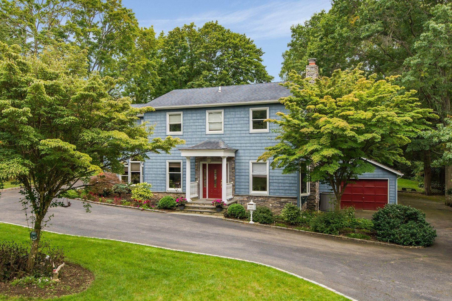 Частный односемейный дом для того Продажа на 200 Duck Pond Rd , Glen Cove, NY 11542 200 Duck Pond Rd, Glen Cove, Нью-Йорк, 11542 Соединенные Штаты