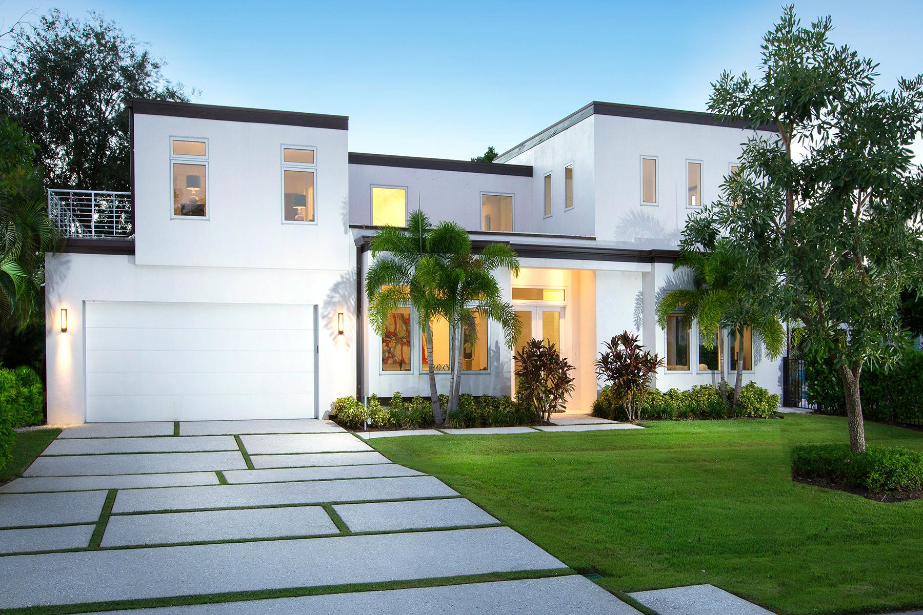 Casa para uma família para Venda às OLD NAPLES - RIDGE LAKE 689 Bougainvillea Rd Naples, Florida, 34102 Estados Unidos