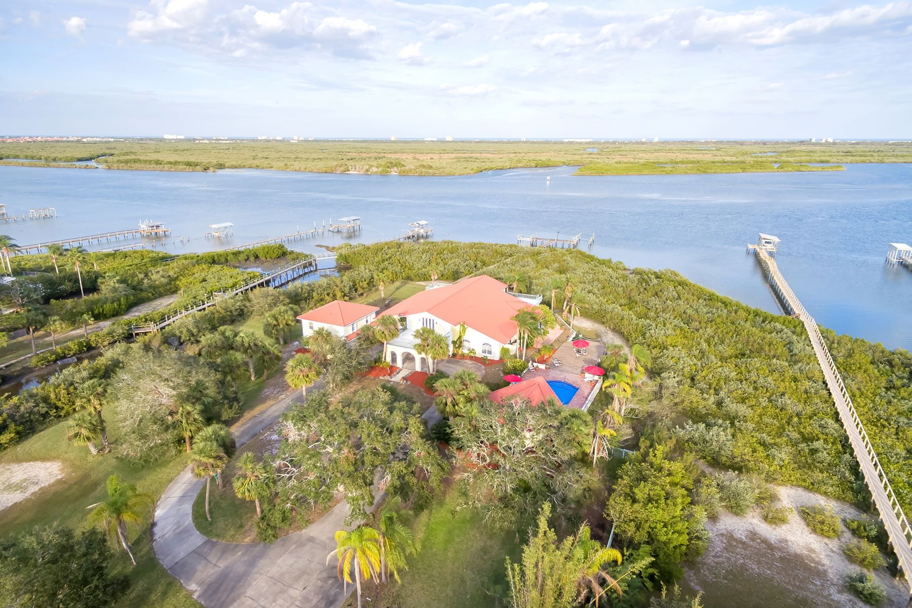 Single Family Home for Sale at NEW SMYRNA BEACH - EDGEWATER 621 N Riverside Dr Edgewater, Florida 32132 United States