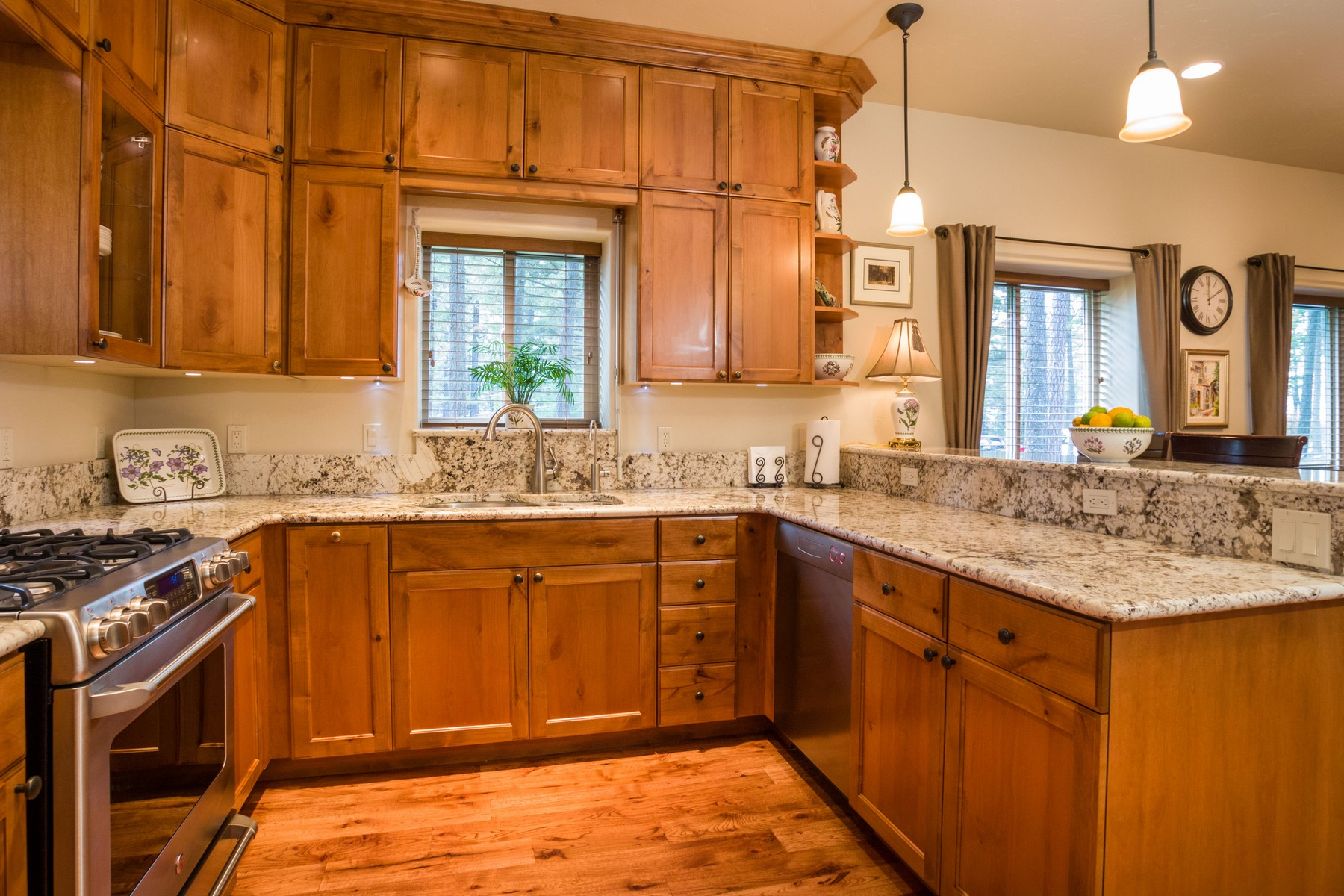 Additional photo for property listing at Solid Luxury 109b  Upper Pierce Ln Bigfork, Montana 59911 United States