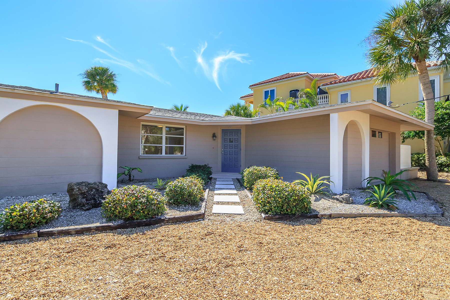 Single Family Home for Sale at CASEY KEY 906 Casey Cove Dr Nokomis, Florida, 34275 United States