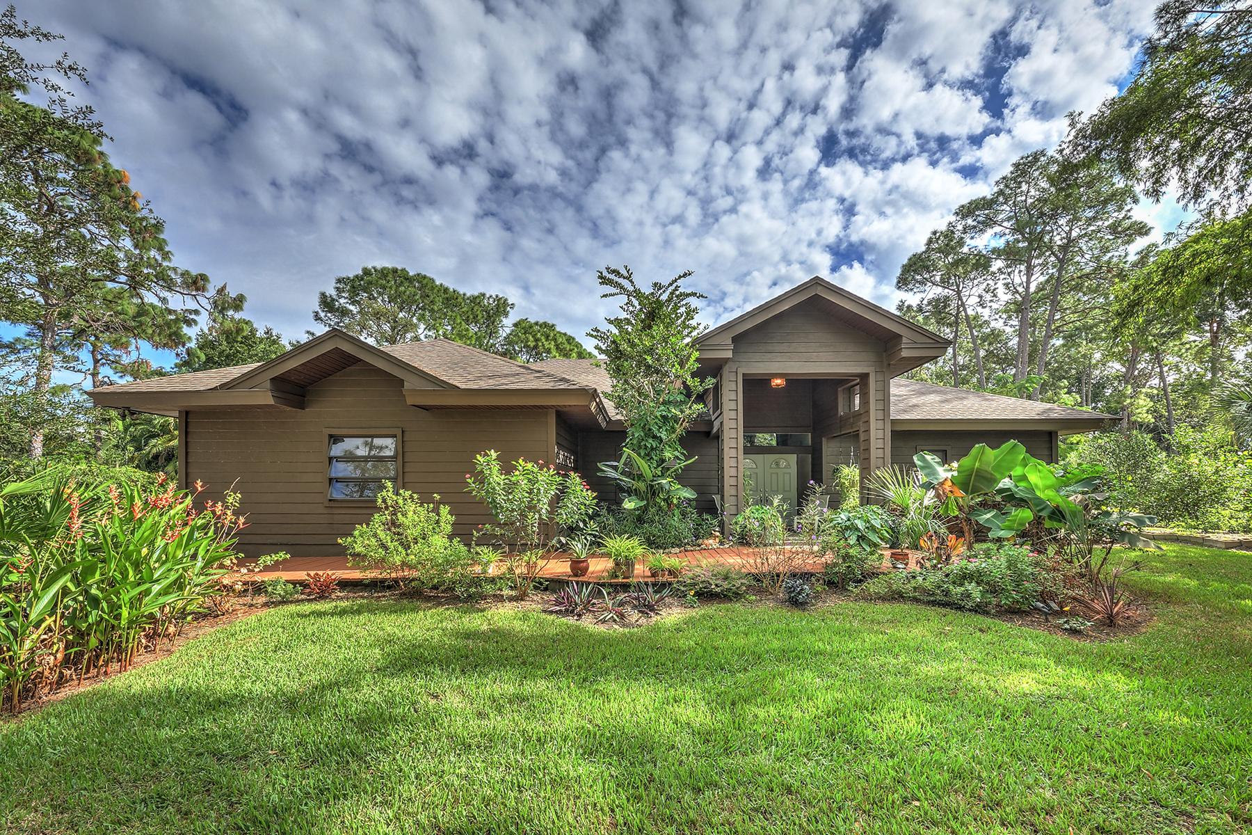 Maison unifamiliale pour l Vente à PINE RIDGE 632 Hickory Rd Naples, Florida, 34108 États-Unis