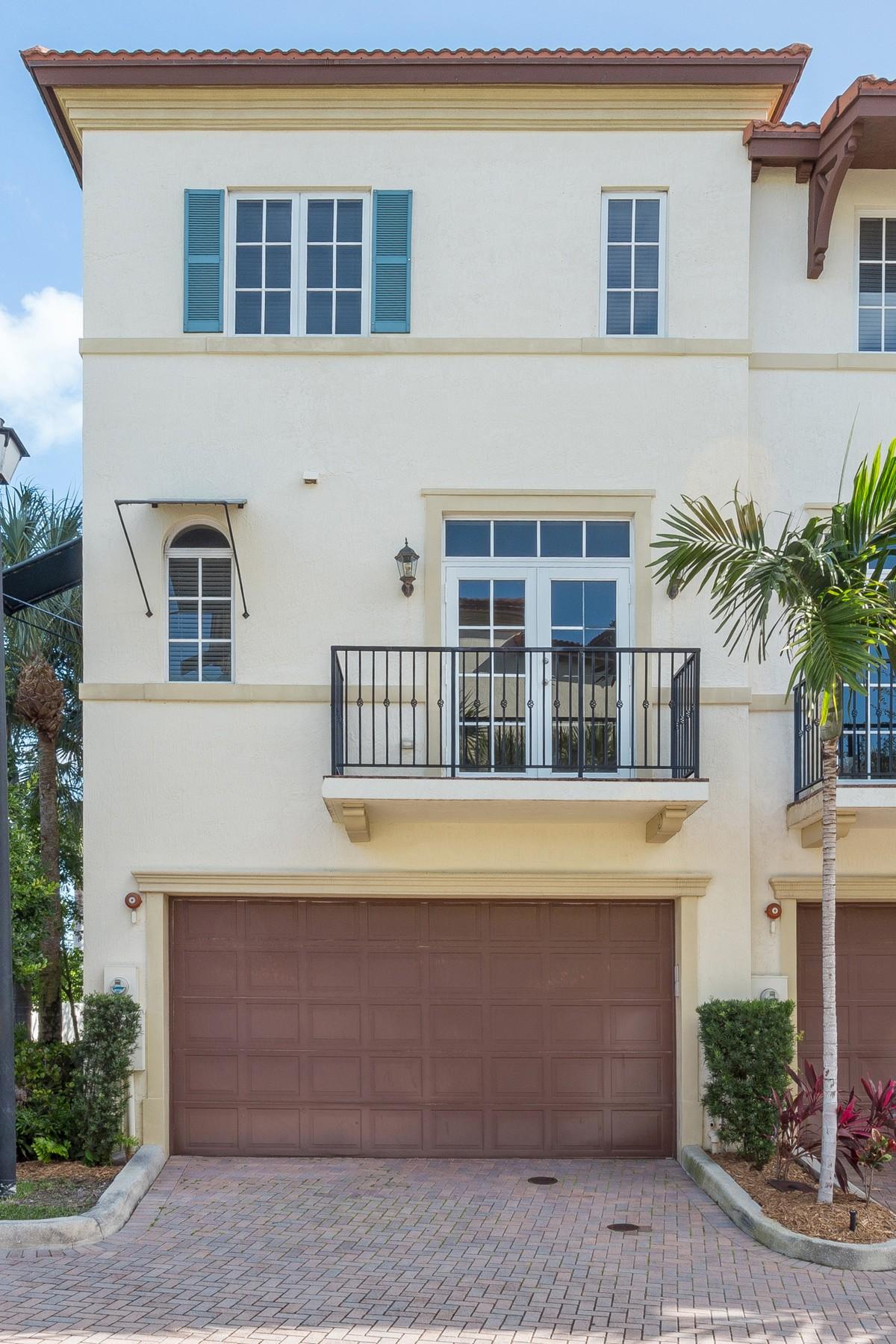 Таунхаус для того Продажа на 3241 Estancia Ln , Boynton Beach, FL 33435 3241 Estancia Ln Boynton Beach, Флорида, 33435 Соединенные Штаты