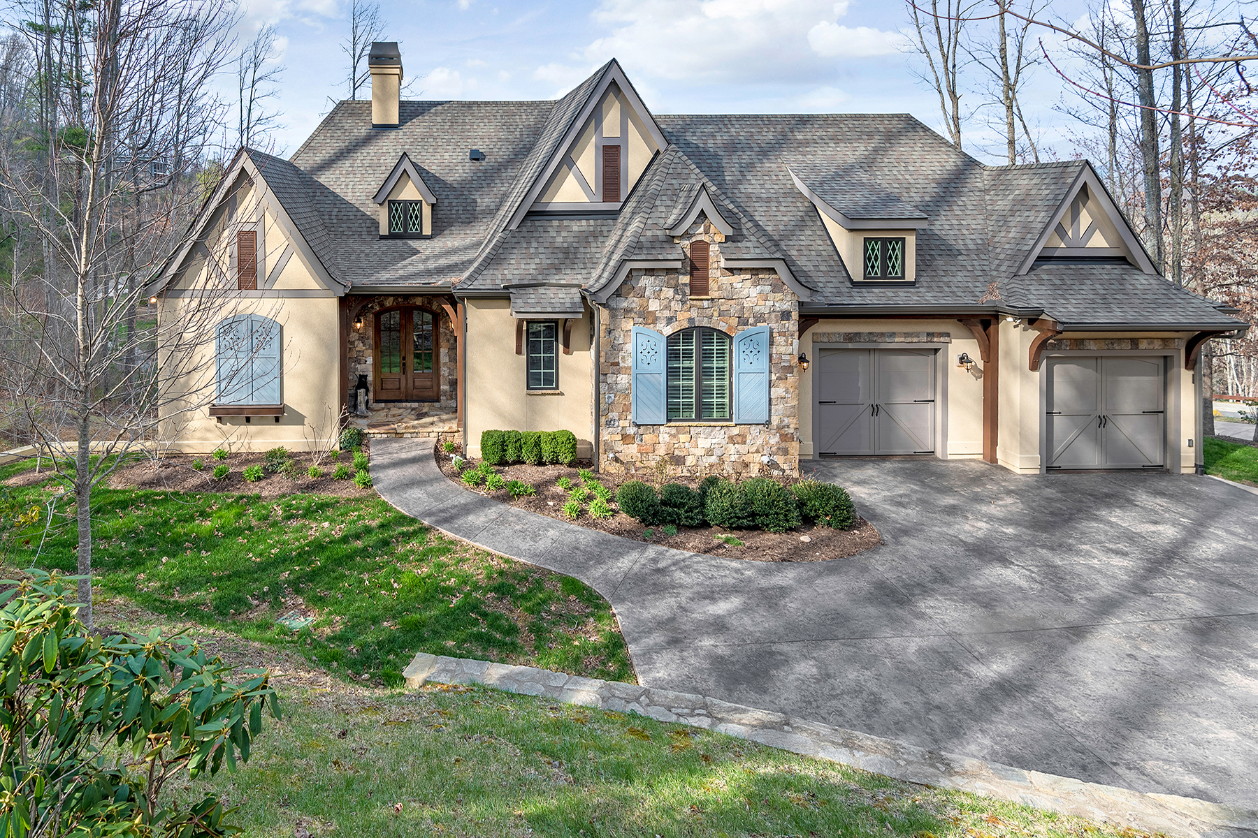 Single Family Home for Sale at MASTERFULLY CRAFTED GREEN BUILT RESIDENCE 54 Grove Cove Dr, Asheville, North Carolina 28804 United States