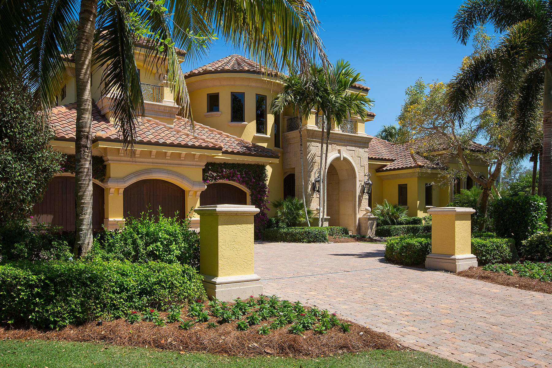Single Family Home for Sale at COQUINA SANDS 1300 Murex Dr, Naples, Florida 34102 United States