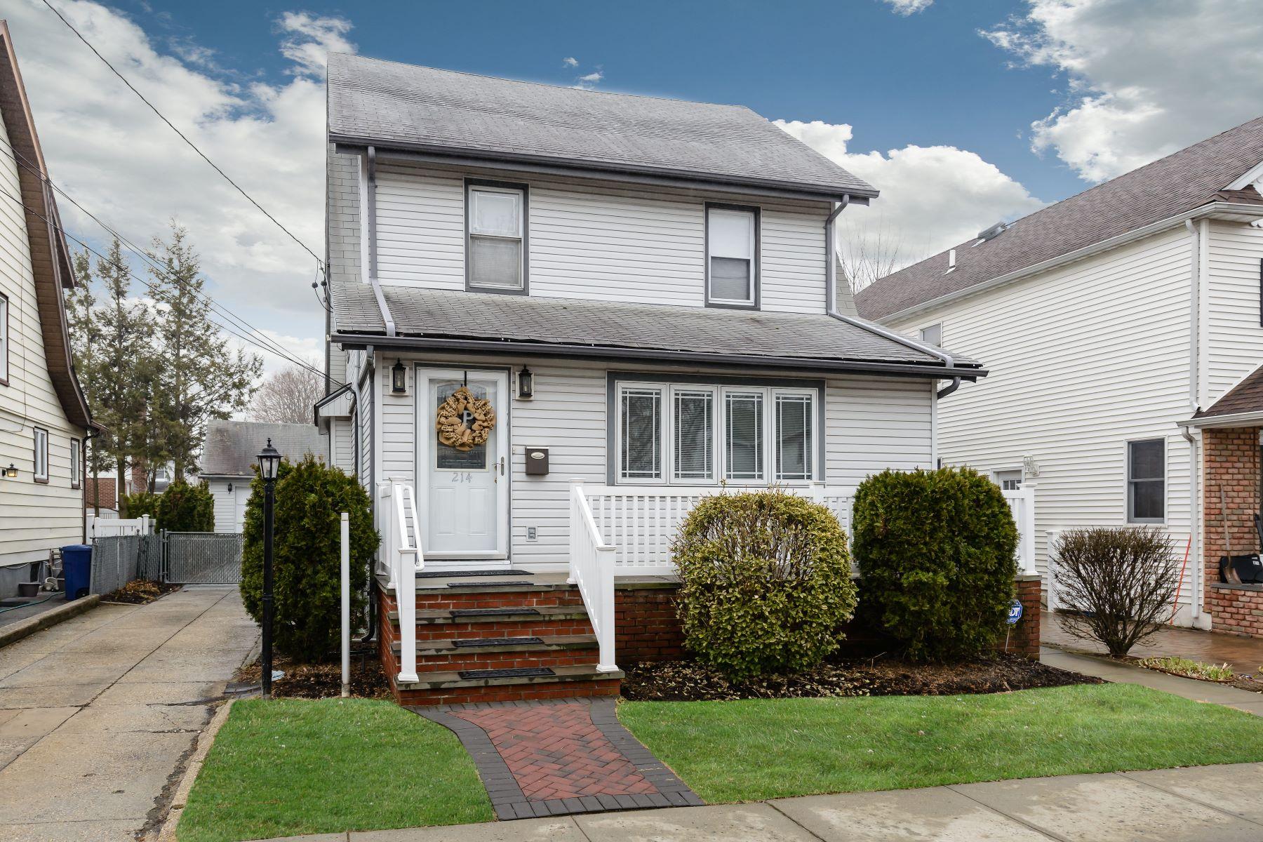 独户住宅 为 销售 在 214 Lowell Ave , Floral Park, NY 11001 214 Lowell Ave 花卉公园, 纽约州 11001 美国