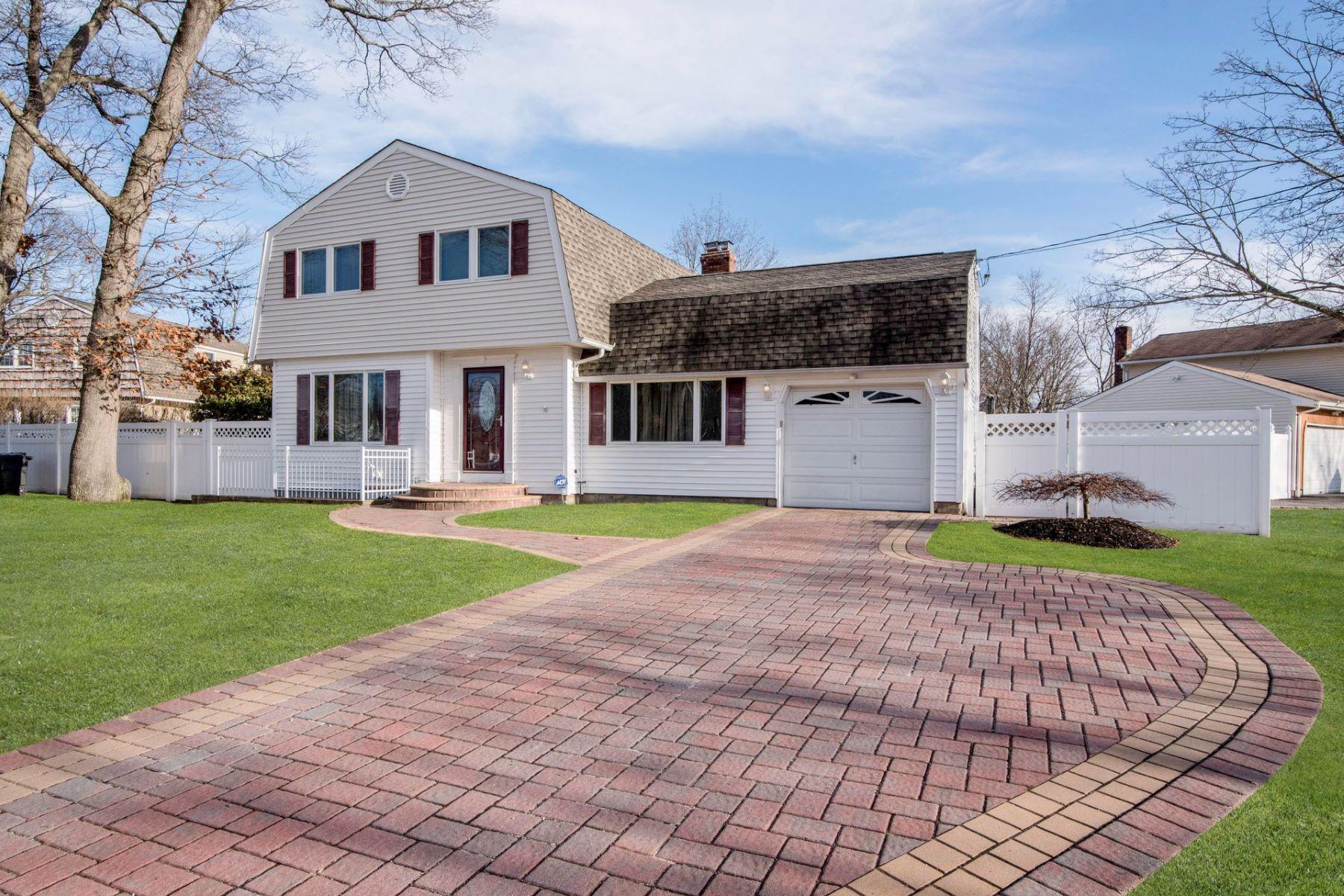 Maison unifamiliale pour l à vendre à 5 Brandy Ct , Lake Grove, NY 11755 5 Brandy Ct, Lake Grove, New York, 11755 États-Unis