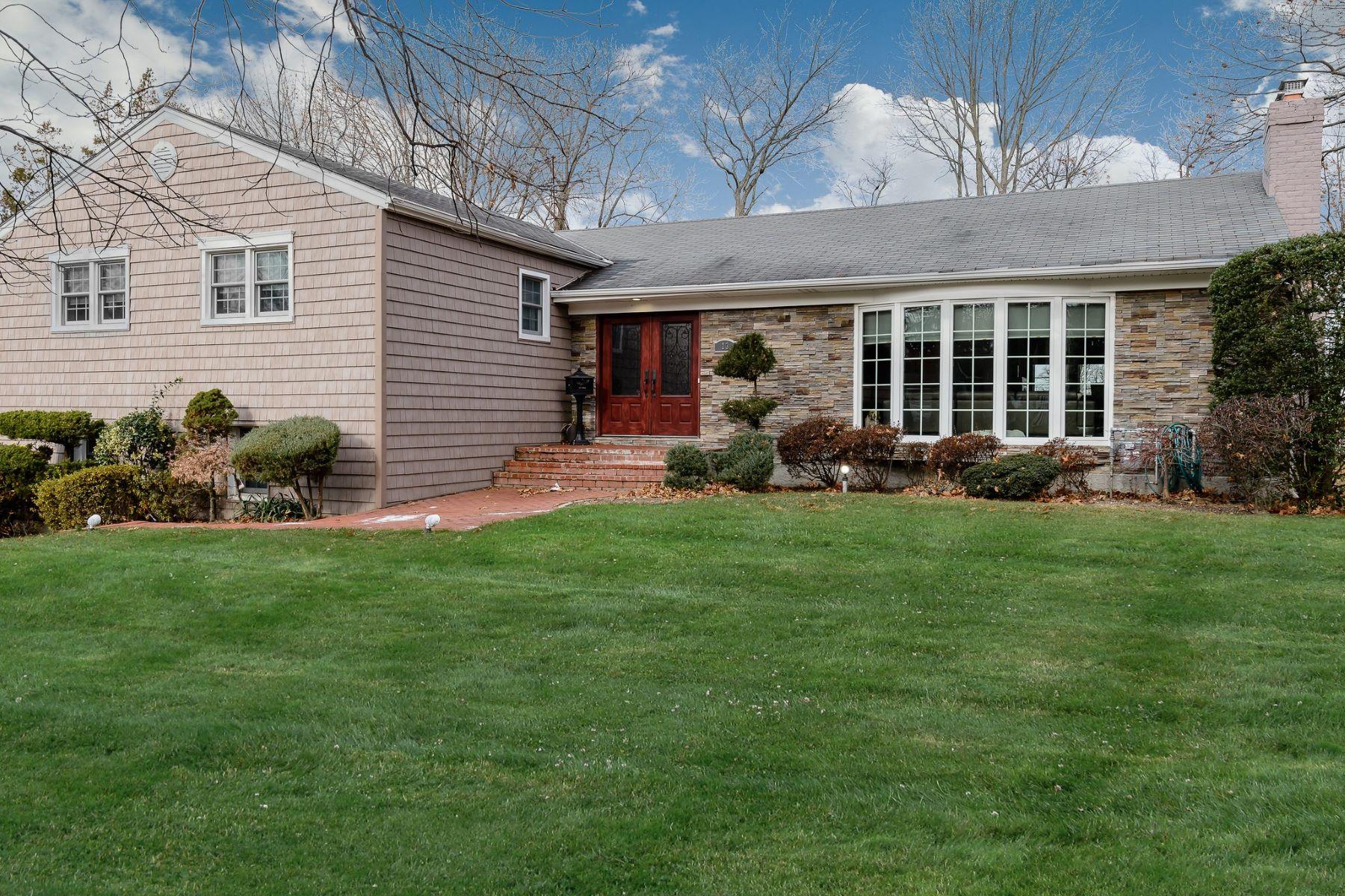 独户住宅 为 销售 在 23 Lakeville Dr , East Hills, NY 11576 23 Lakeville Dr, 东希尔斯, 纽约州, 11576 美国