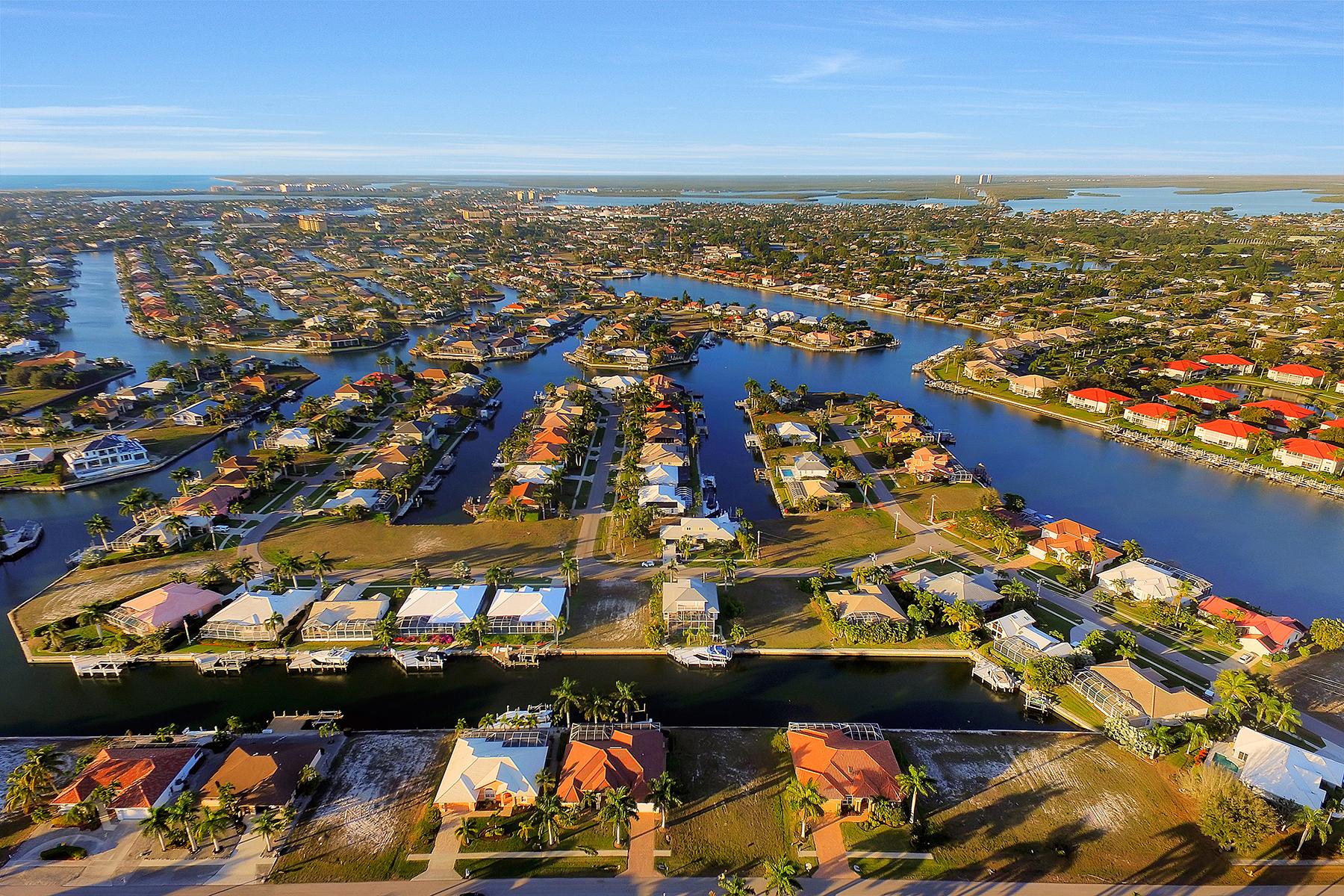 Terrain pour l Vente à 1068 Cottonwood Ct , Marco Island, FL 34145 1068 Cottonwood Ct Marco Island, Florida, 34145 États-Unis