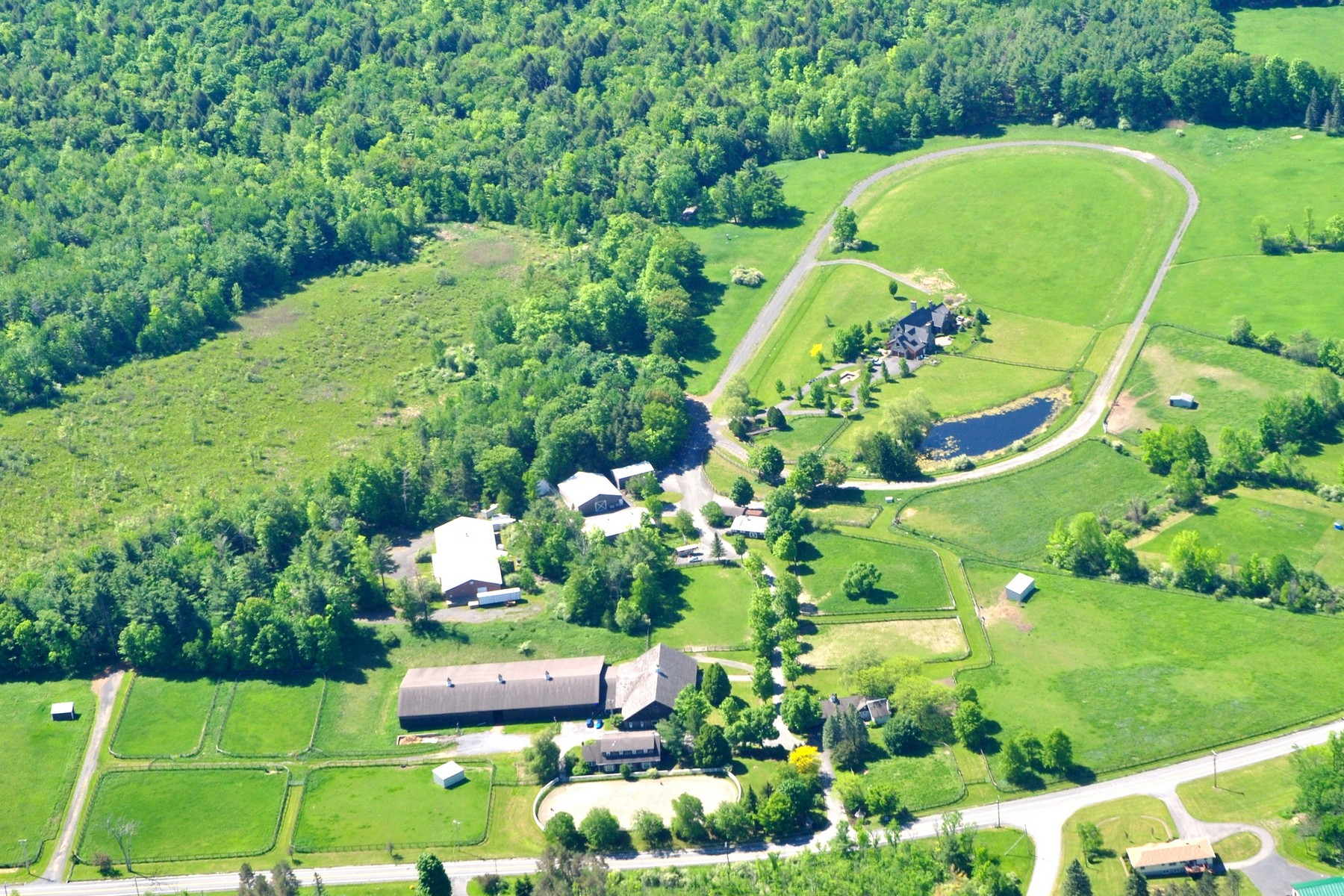 Maison unifamiliale pour l Vente à Graywood - 2 Hours North of NYC 667 Route 403 Westerlo, New York 12083 États-Unis