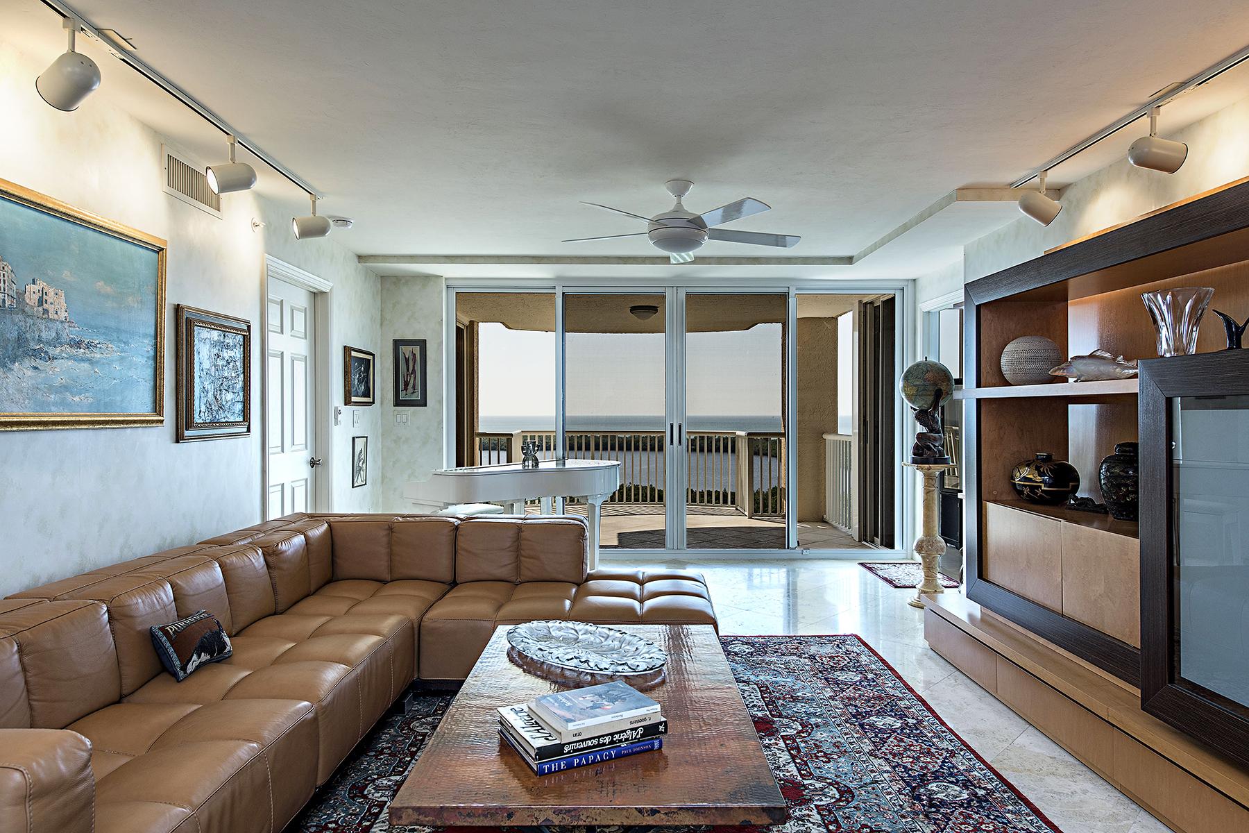 Appartement en copropriété pour l Vente à PELICAN BAY - ST. LAURENT 6849 Grenadier Blvd 1005 Naples, Florida, 34108 États-Unis