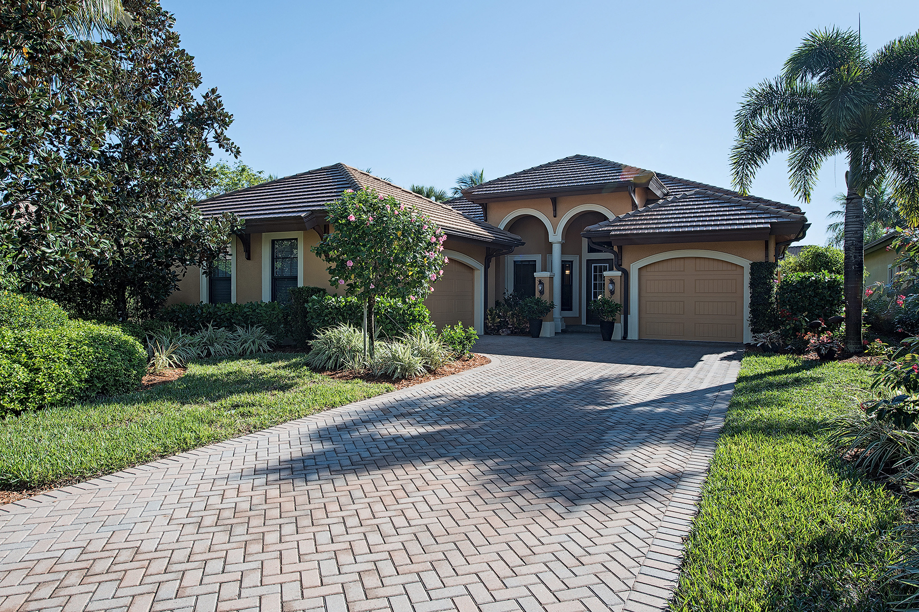 Single Family Home for Sale at LELY COUNTRY CLUB 7482 Martinique Naples, Florida, 34113 United States