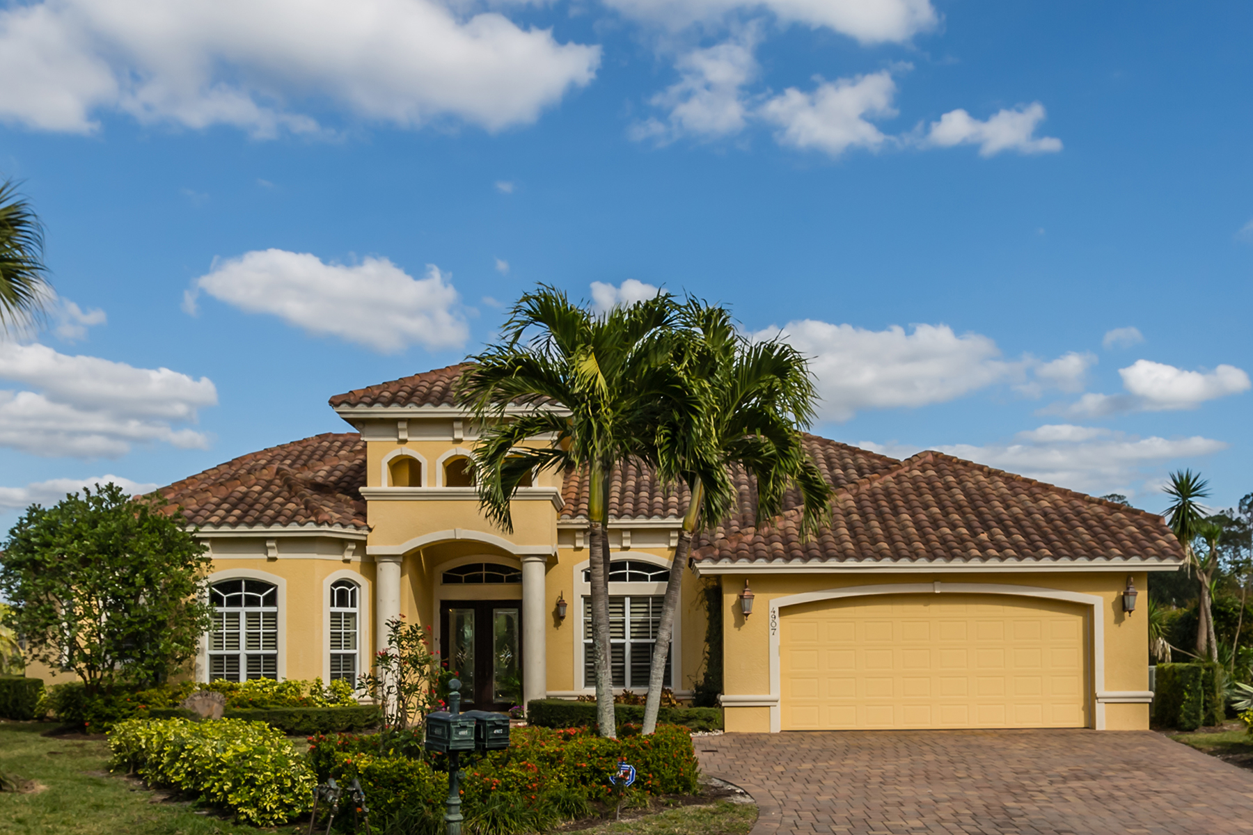 Single Family Home for Sale at LONGSHORE LAKE 4907 Shearwater Ln, Naples, Florida, 34119 United States
