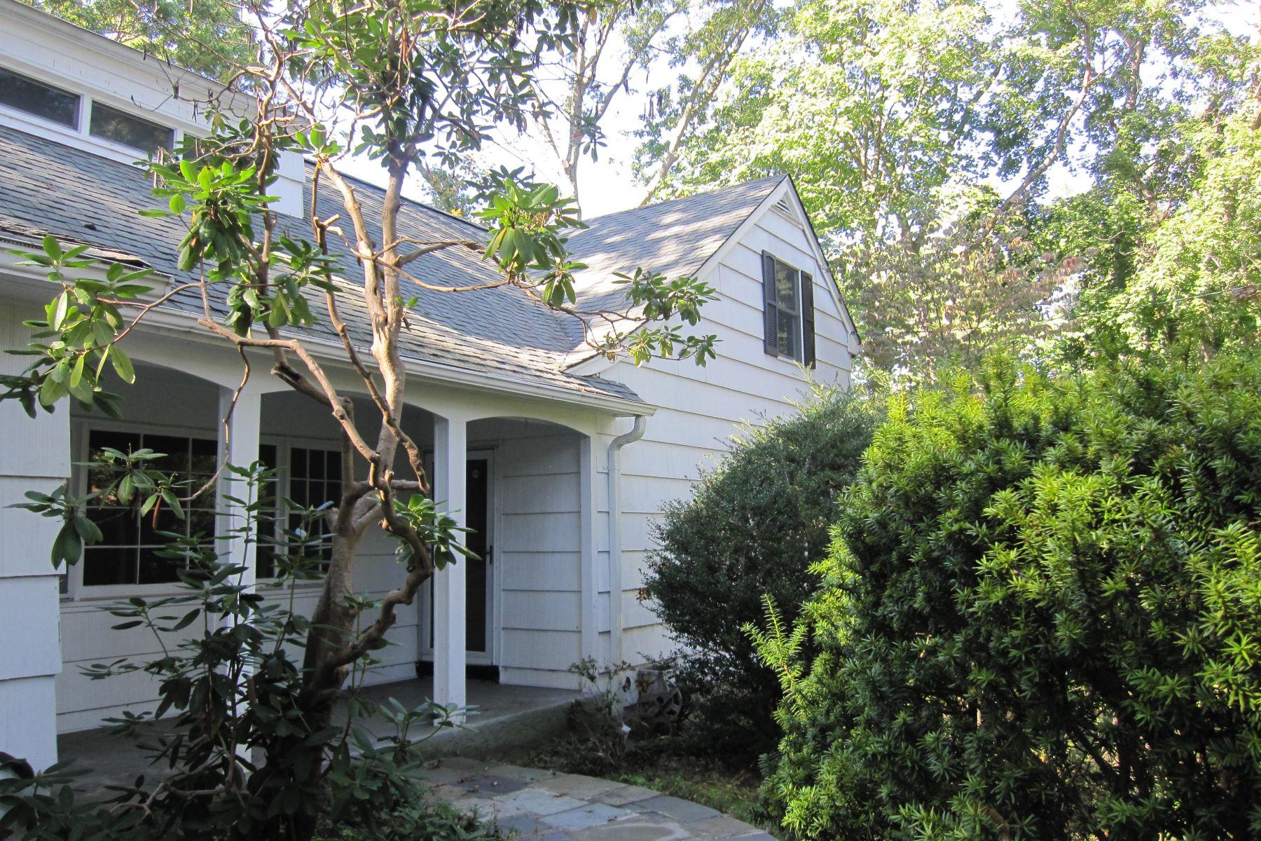 واحد منزل الأسرة للـ Sale في 128 Quaker Road, Setauket, NY 11733 128 Quaker Rd, Setauket, New York, 11733 United States