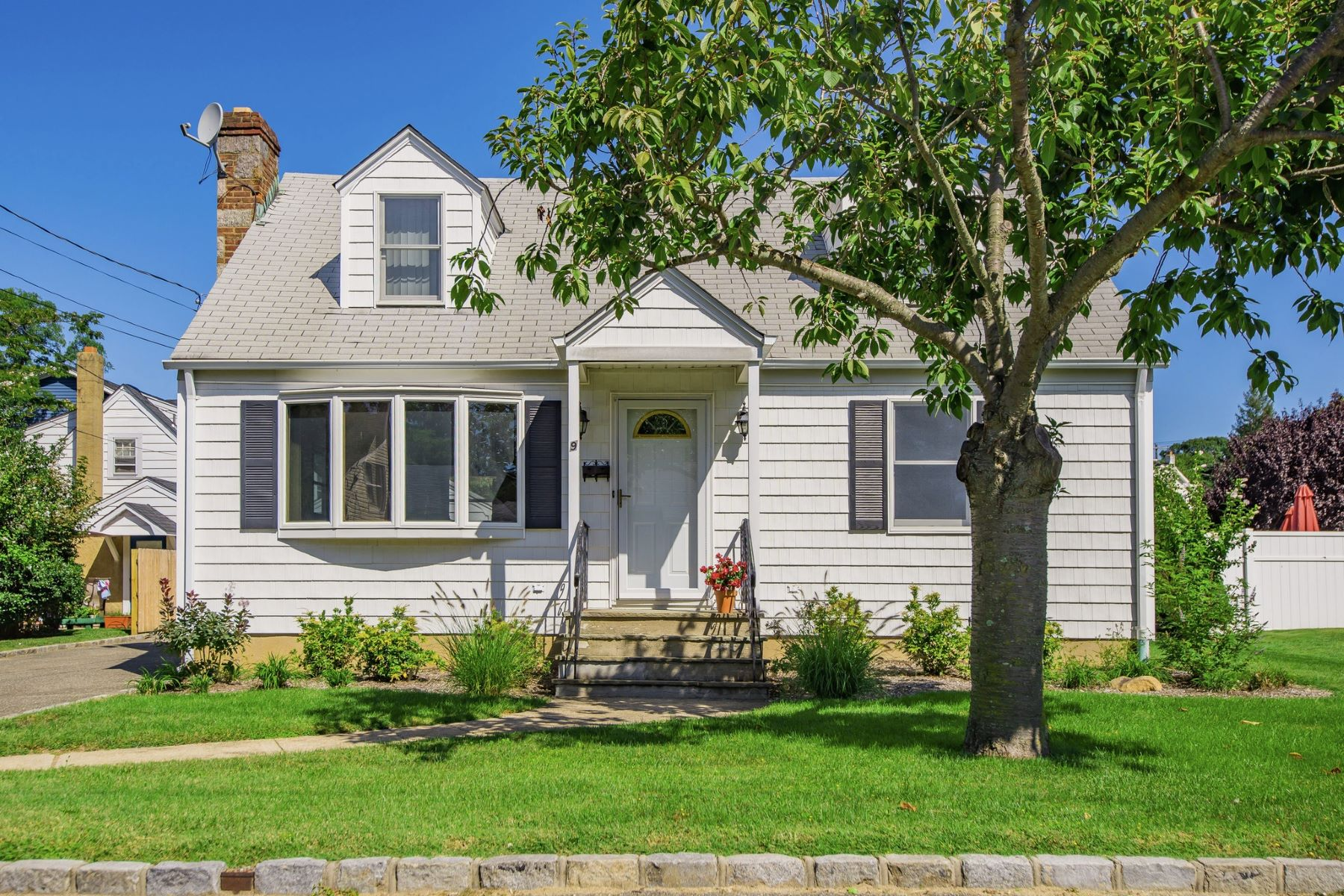 Single Family Home for Sale at 9 Sanzoverino Ln , Bayville, NY 11709 9 Sanzoverino Ln Bayville, New York, 11709 United States