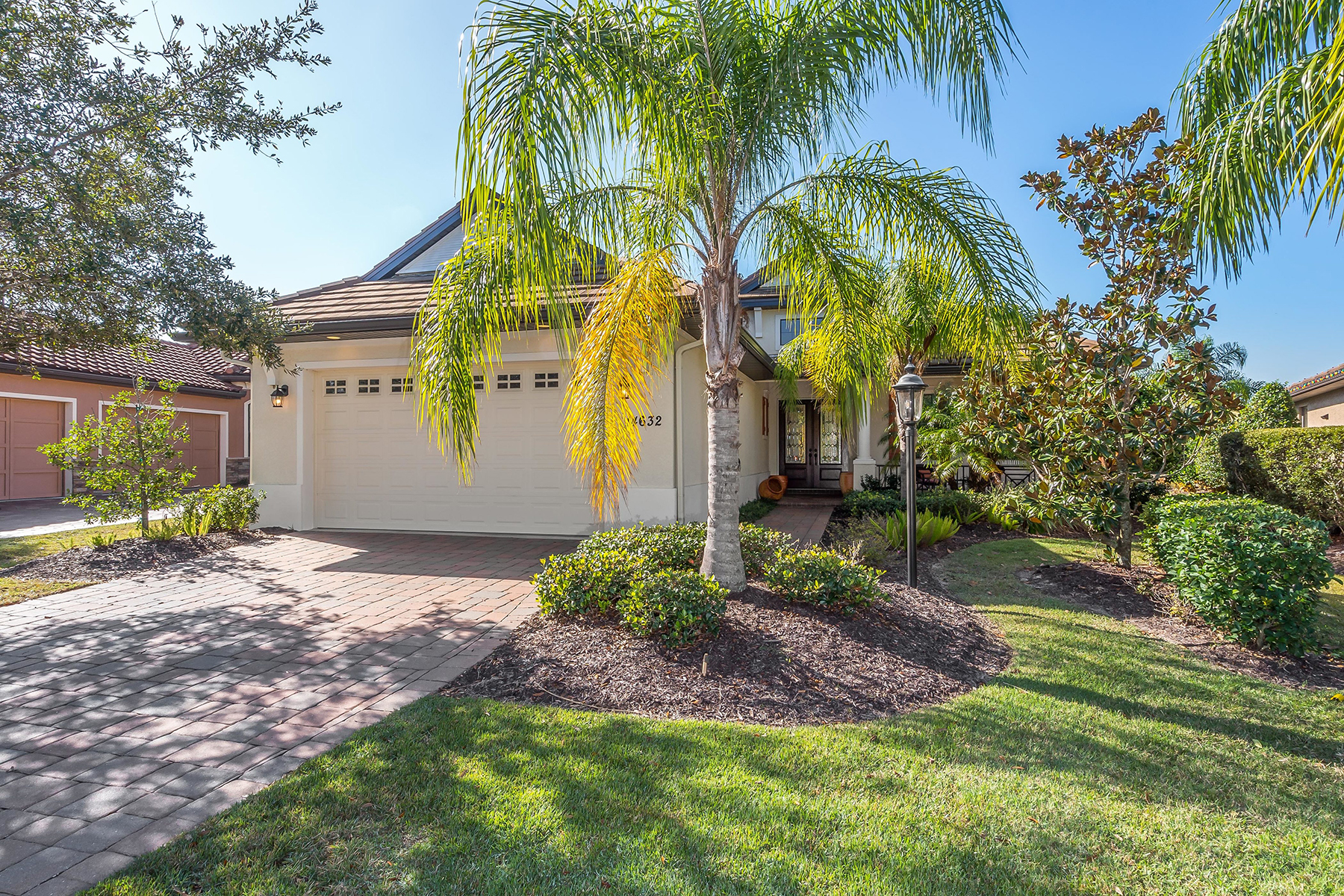 Single Family Home for Sale at COUNTRY CLUB EAST 14632 Newtonmore Ln, Lakewood Ranch, Florida 34202 United States