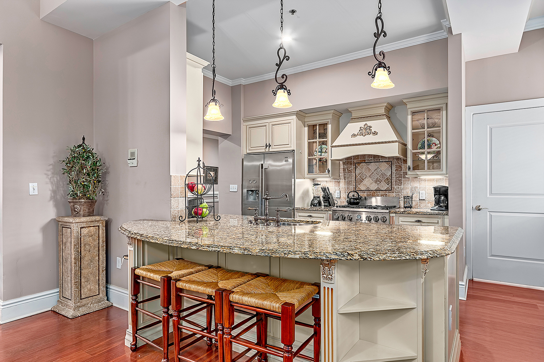 Additional photo for property listing at HISTORIC BILTMORE VILLAGE CONDO COMPLEX 8  Village Ln,  Asheville, North Carolina 28803 United States