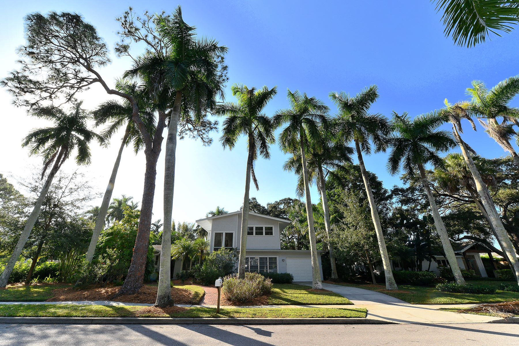 Single Family Home for Sale at INDIAN BEACH; SAPPHIRE SHORES 650 Indian Beach Ln Sarasota, Florida, 34234 United States