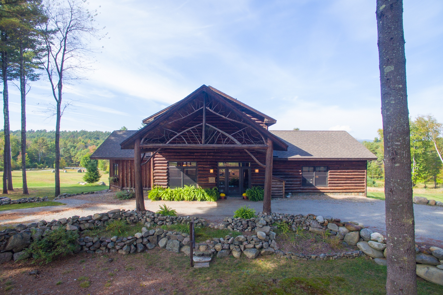 獨棟家庭住宅 為 出售 在 Adirondack Log Home Nestled on 5 Acres 29 Snowshoe Ridge Warrensburg, 紐約州 12885 美國