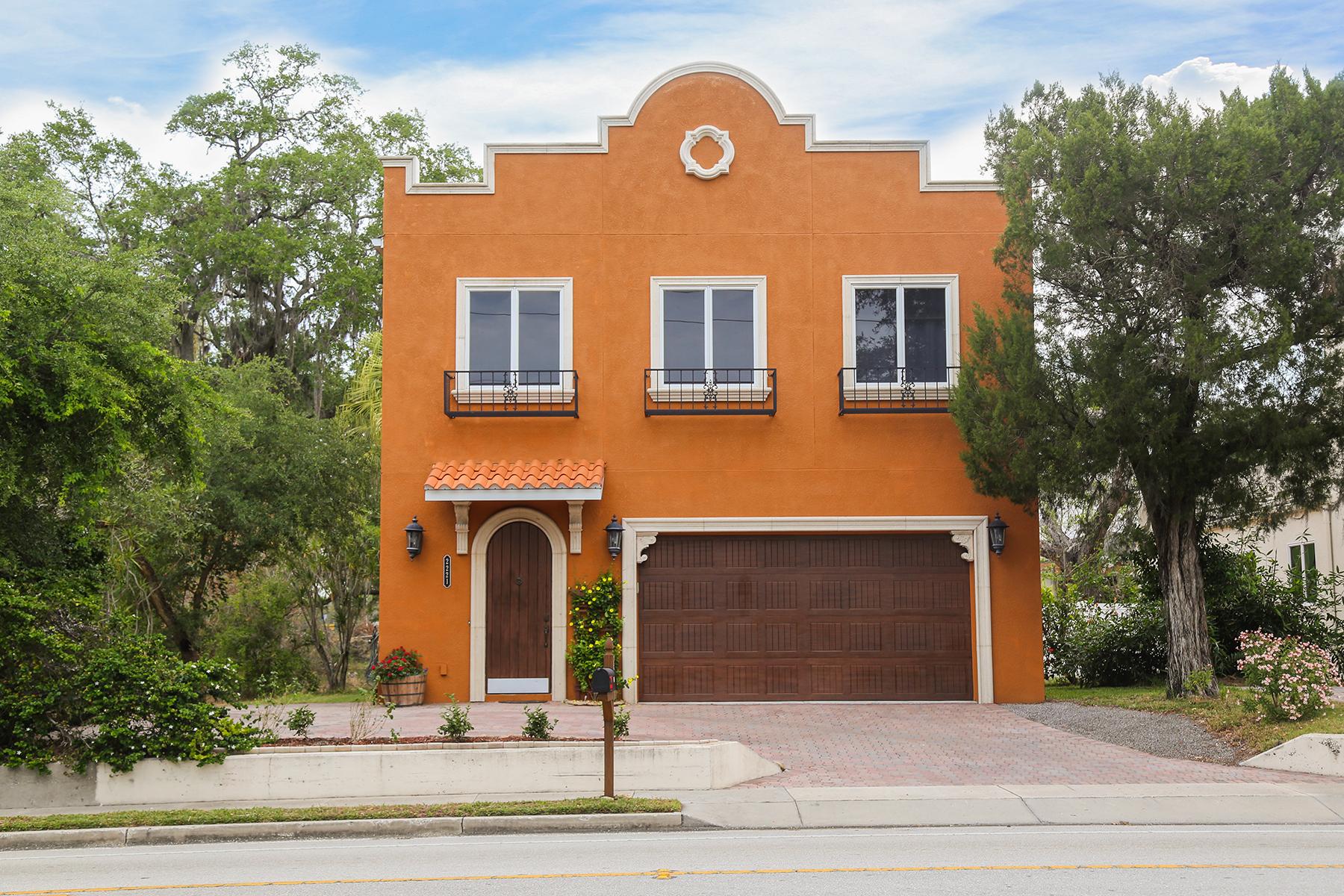 Casa para uma família para Venda às AVON HEIGHTS 2221 Bahia Vista St Sarasota, Florida, 34239 Estados Unidos