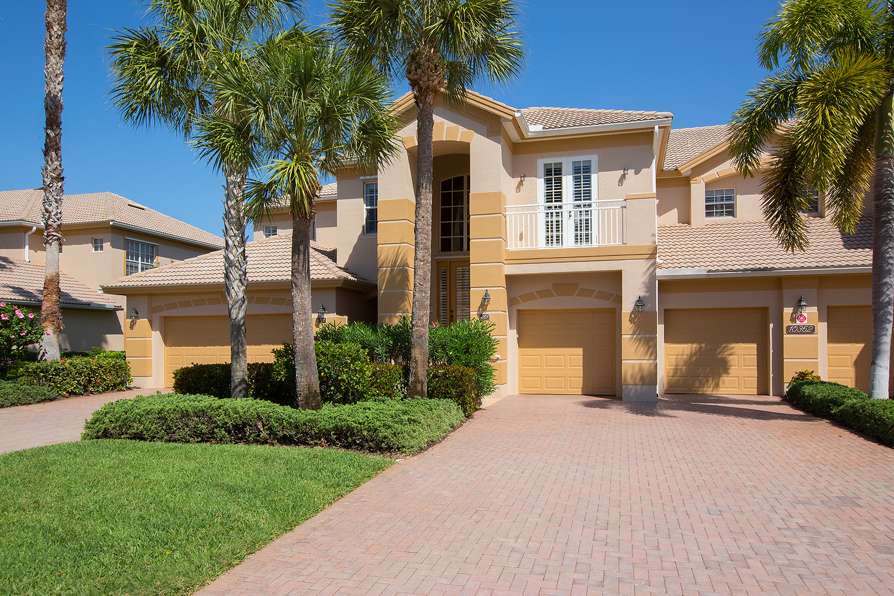 Кондоминиум для того Продажа на SHADOW WOOD AT THE BROOKS - OAK HAMMOCK 10362 Autumn Breeze Dr 201 Estero, Флорида, 34135 Соединенные Штаты
