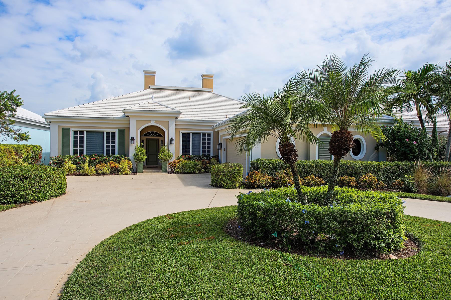 Casa para uma família para Venda às AUDUBON COUNTRY CLUB 15608 Whitney Ln Naples, Florida, 34110 Estados Unidos