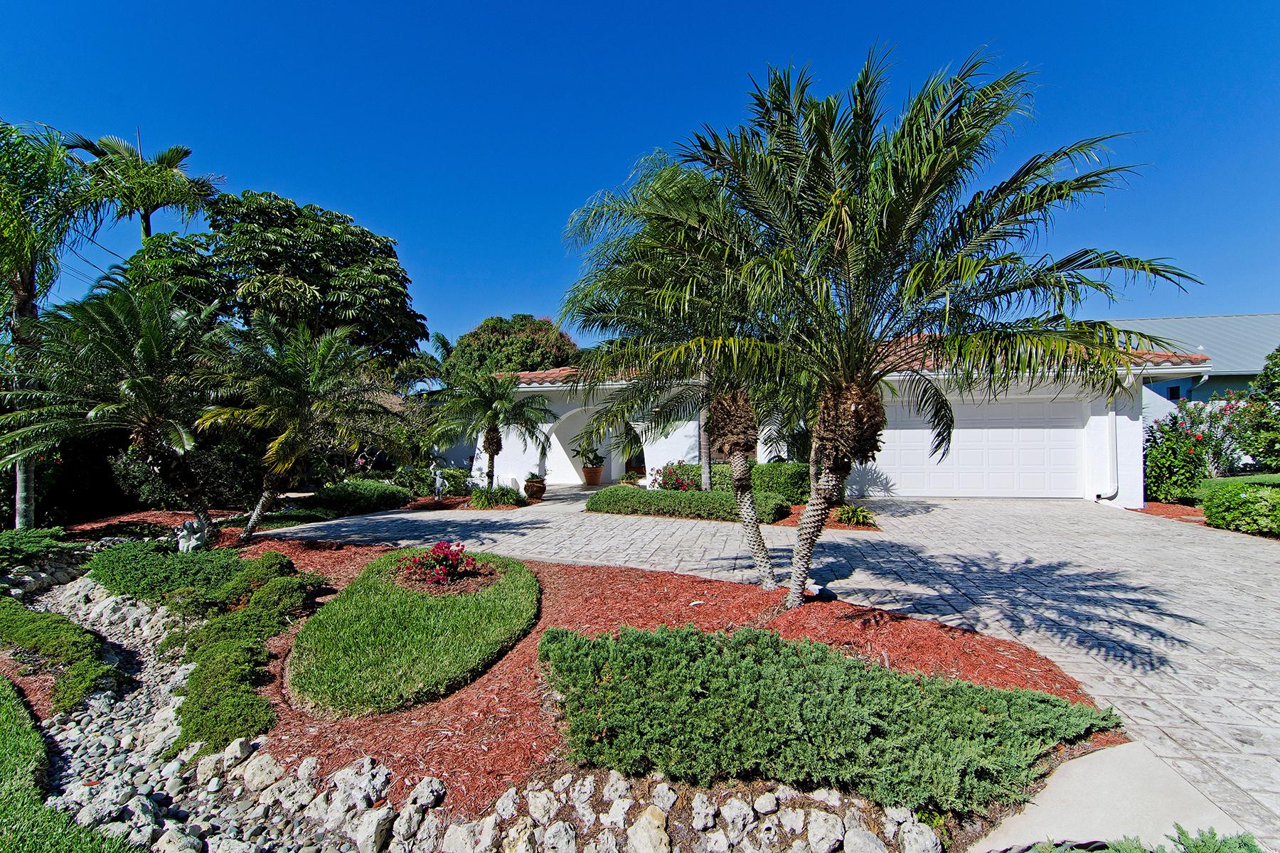 Tek Ailelik Ev için Satış at LITTLE HICKORY SHORES 243 6th St W Bonita Springs, Florida, 34134 Amerika Birleşik Devletleri