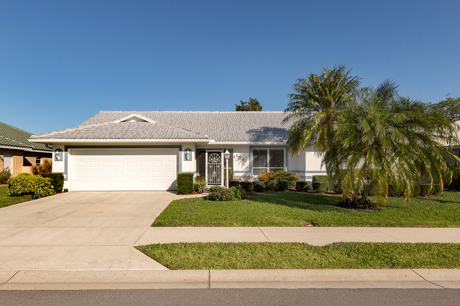 Single Family Home for Sale at WATERFORD 1541 Waterford Dr, Venice, Florida, 34292 United States