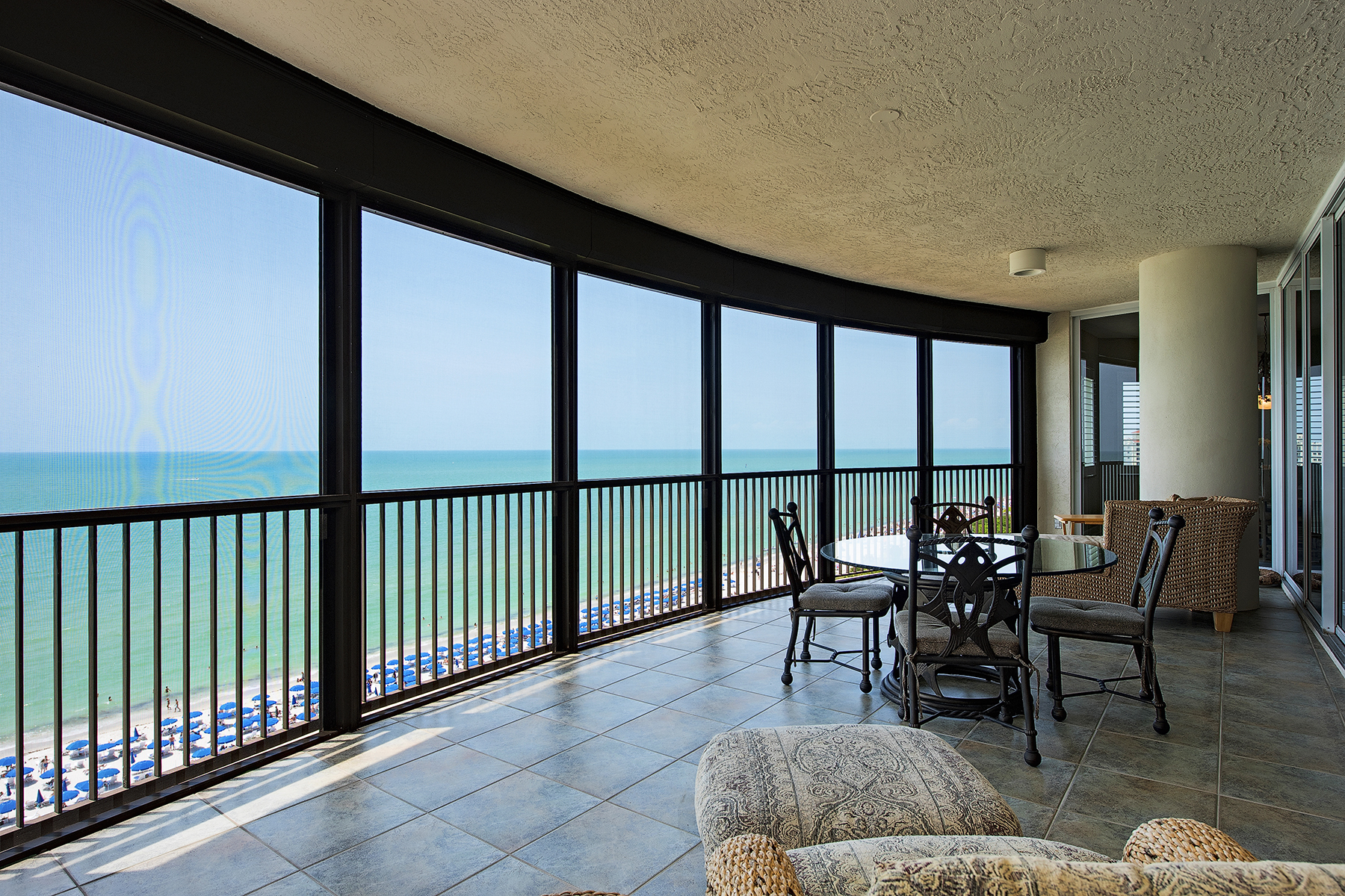 Condominio por un Venta en BAY COLONY 8665 Bay Colony Dr 1104 Naples, Florida, 34108 Estados Unidos