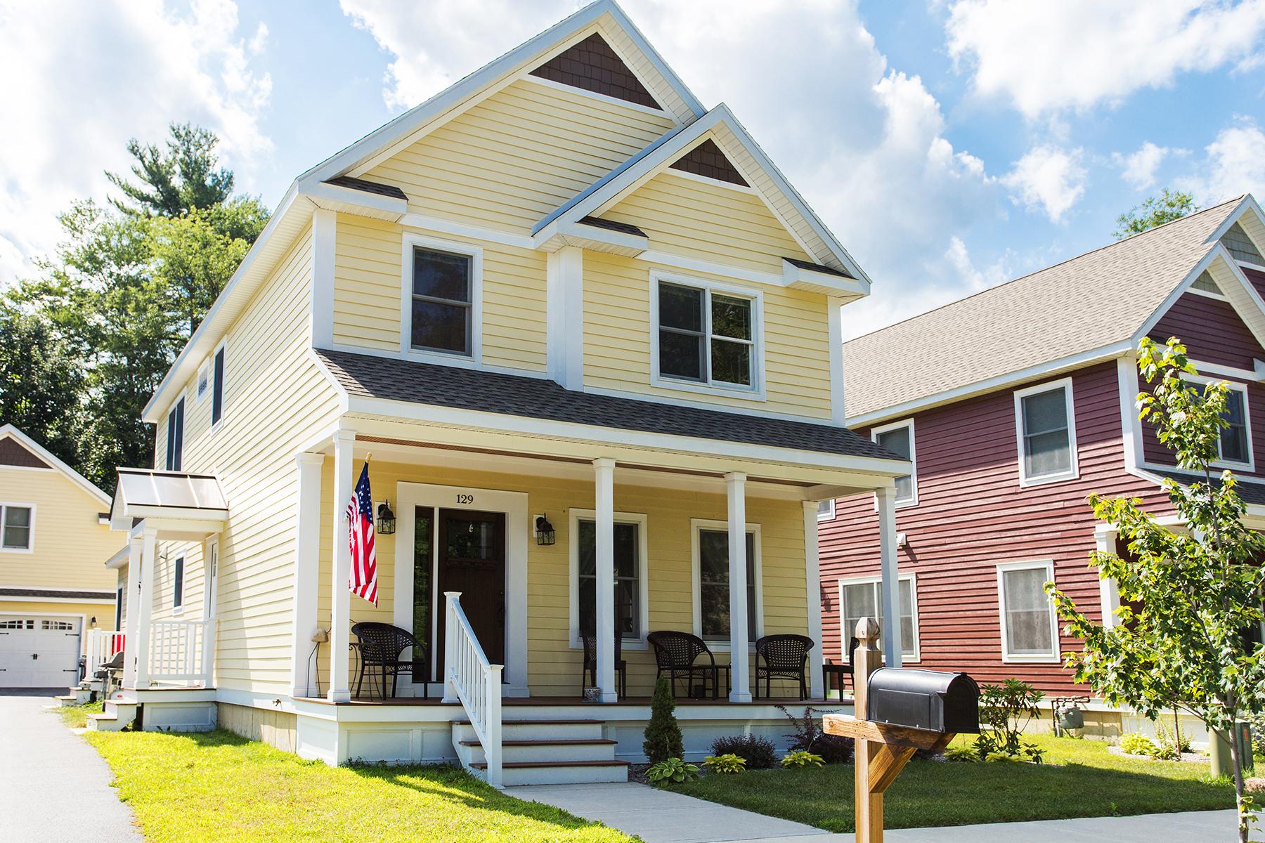 Частный односемейный дом для того Аренда на Saratoga Track Season Rental 129 Adams St Saratoga Springs, Нью-Йорк 12866 Соединенные Штаты