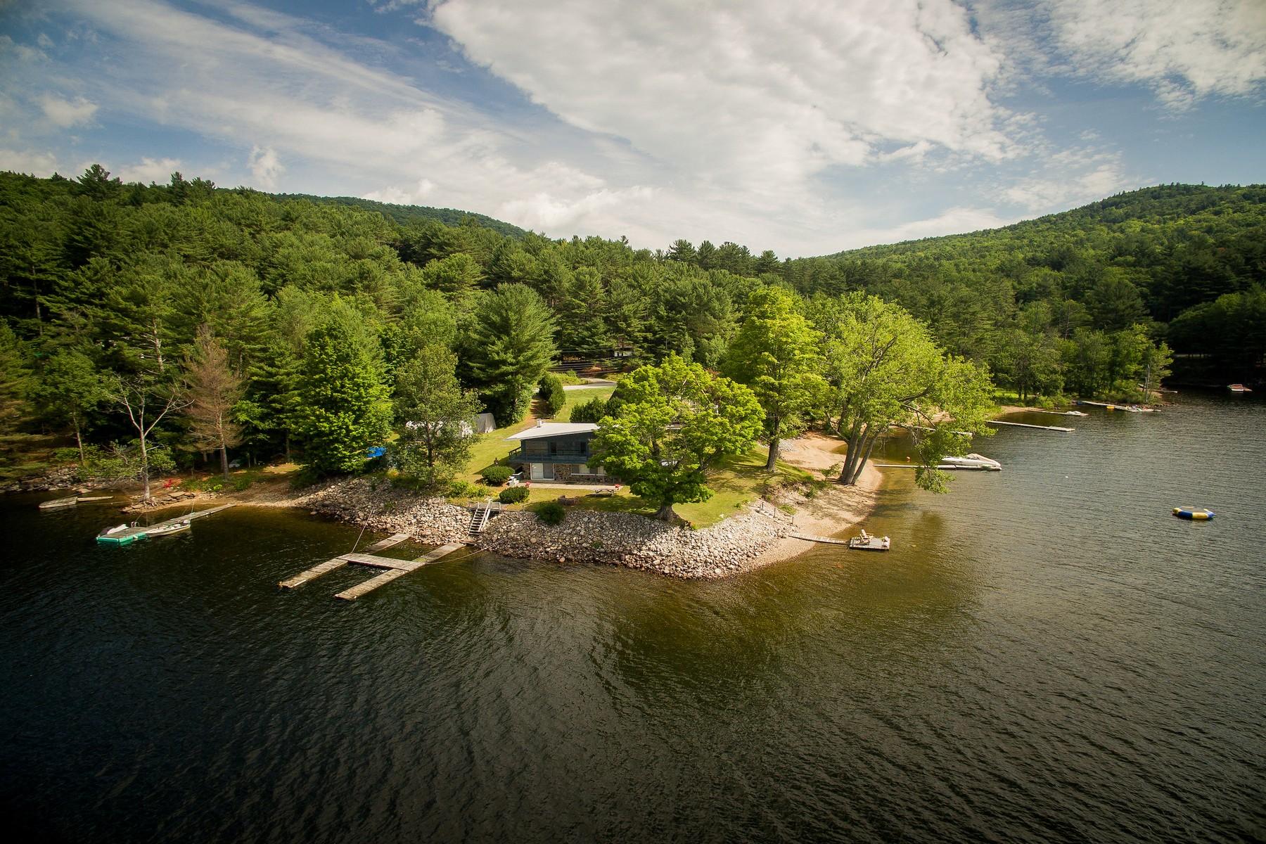 Maison unifamiliale pour l Vente à Panoramic Views of Sacandaga Lake 2044 N Shore Rd Day, New York 12835 États-Unis