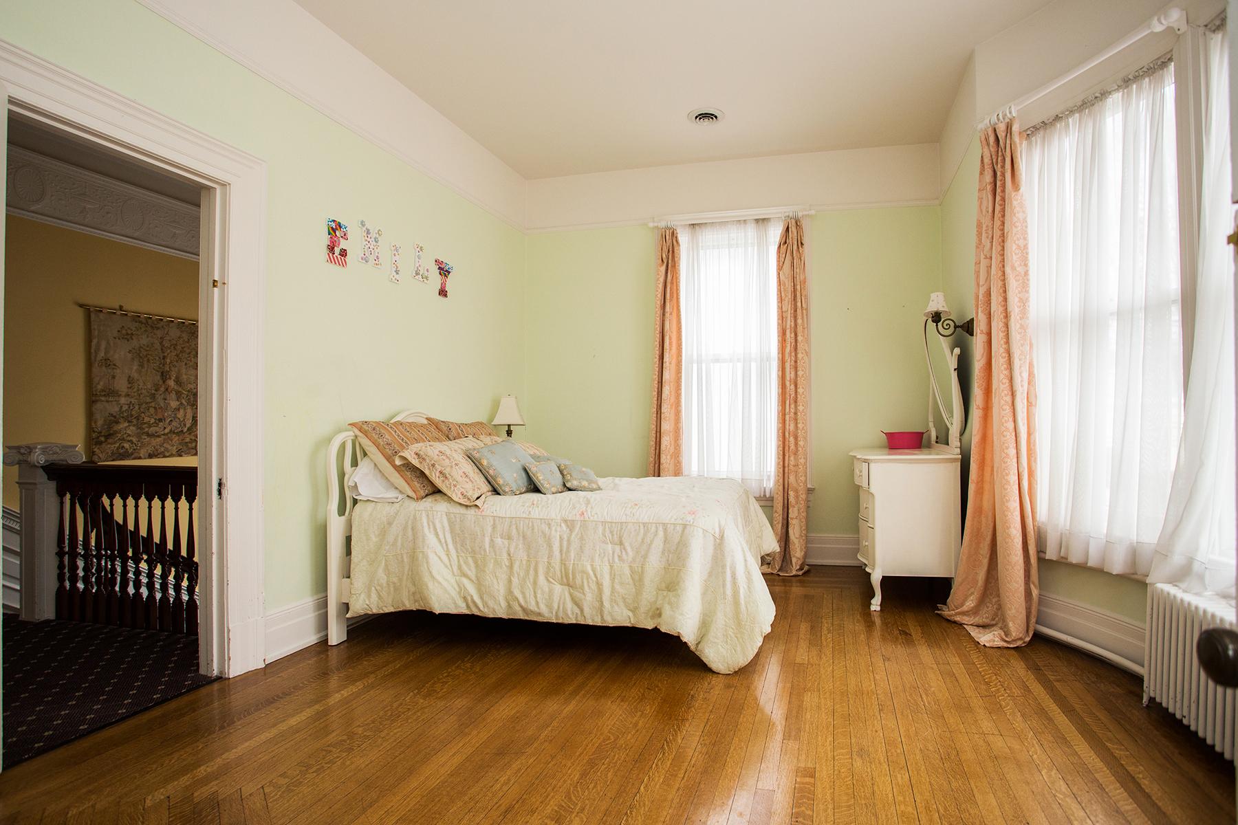 Additional photo for property listing at Downtown Saratoga Victorian Mansion 115  Circular St Saratoga Springs, Нью-Йорк 12866 Соединенные Штаты