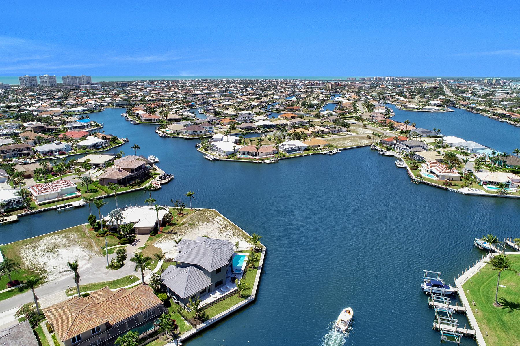 獨棟家庭住宅 為 出售 在 MARCO ISLAND 159 South Seas Ct Marco Island, 佛羅里達州 34145 美國