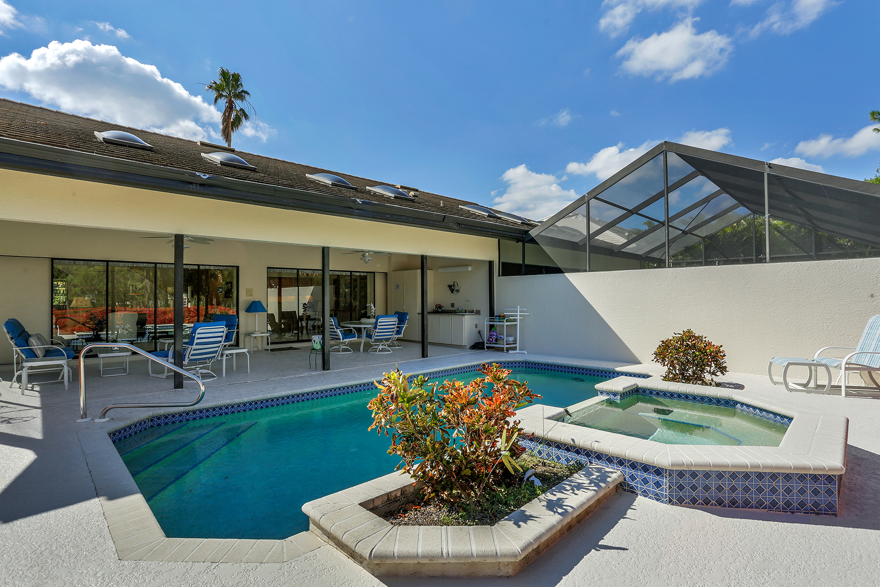Single Family Home for Sale at EAGLE CREEK 140 Cypress View Dr, Naples, Florida 34113 United States
