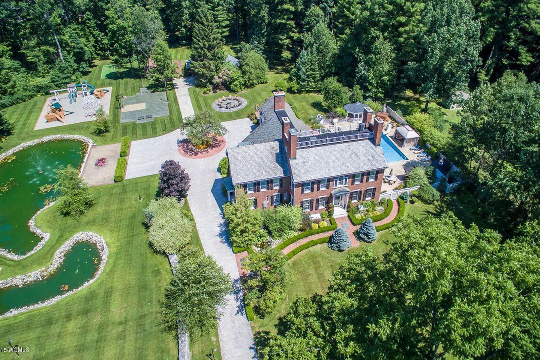 Casa Unifamiliar por un Venta en Georgian Colonial Mansion 27 North Rd, Queensbury, Nueva York, 12804 Estados Unidos