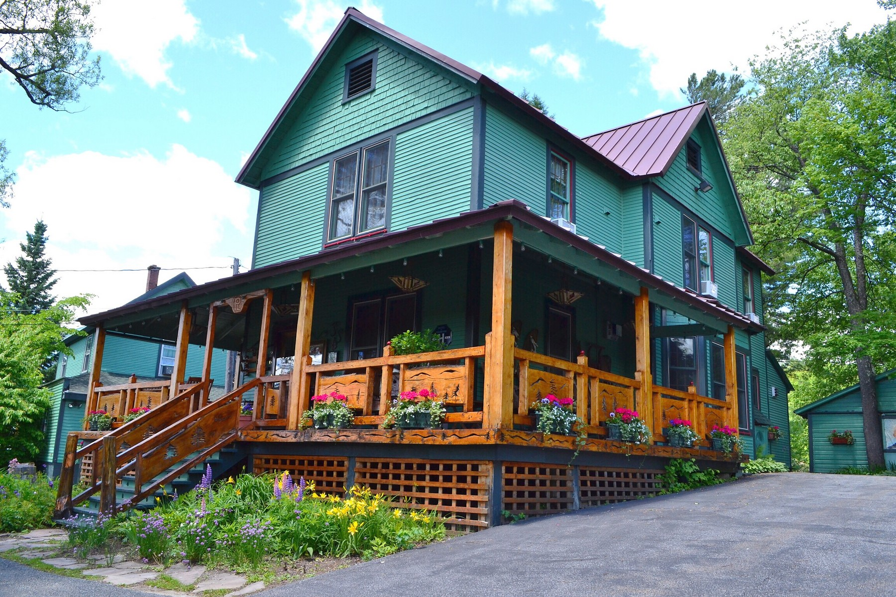 Villa per Vendita alle ore Lake Placid Waterfront 2169 Saranac Avenue, Lake Placid, New York, 12946 Stati Uniti