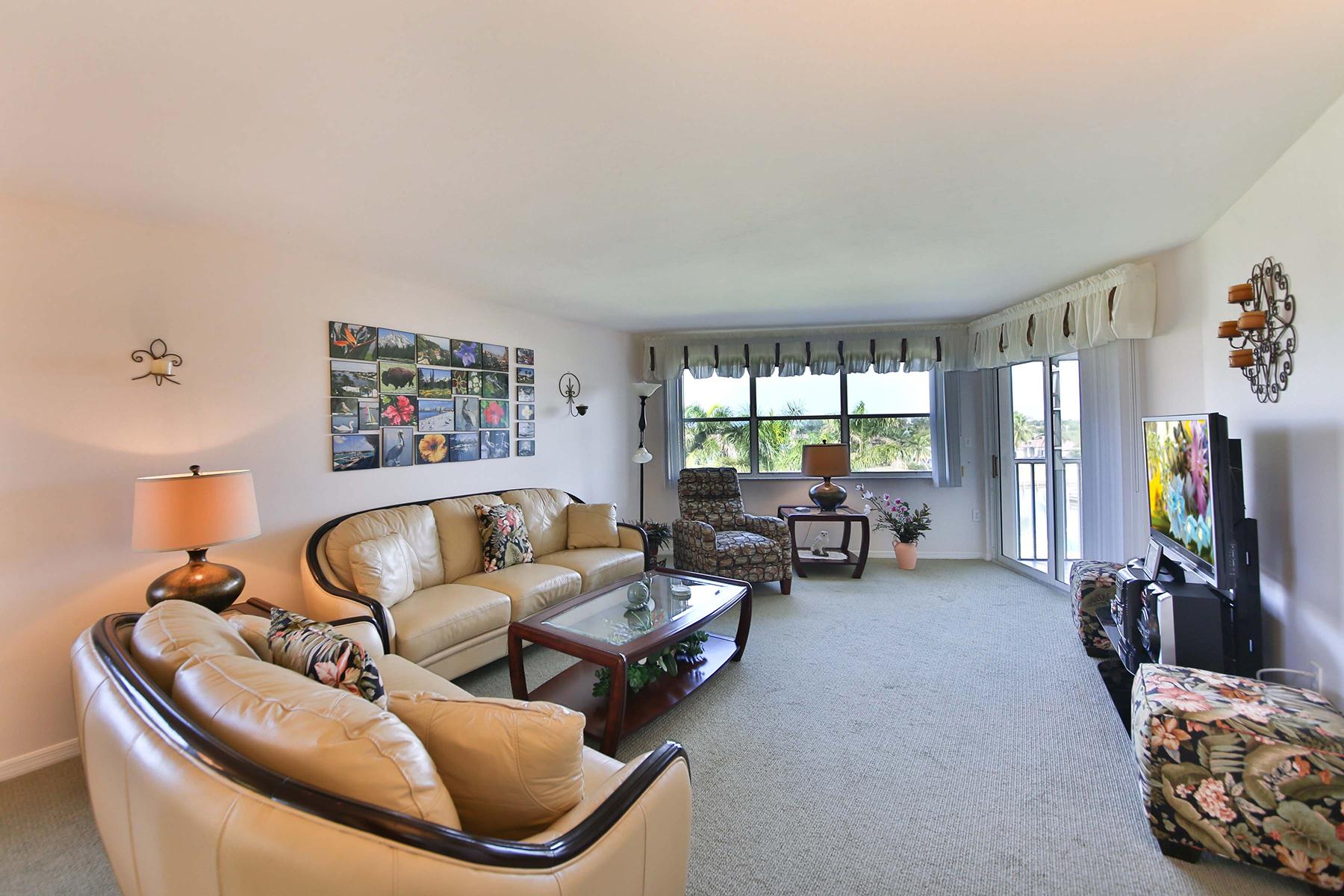 Condominio por un Venta en MARCO ISLAND - NORTH COLLIER 270 N Collier Blvd 501 Marco Island, Florida, 34145 Estados Unidos