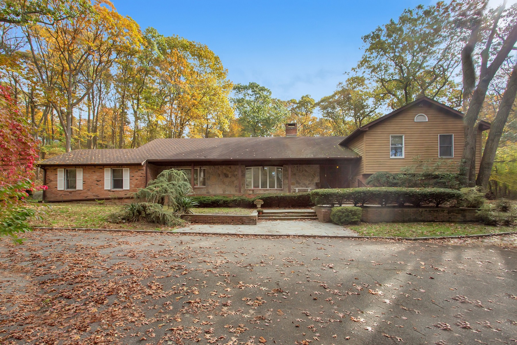Single Family Home for Sale at 5 Birch Ct , Laurel Hollow, NY 11771 5 Birch Ct, Laurel Hollow, New York, 11771 United States
