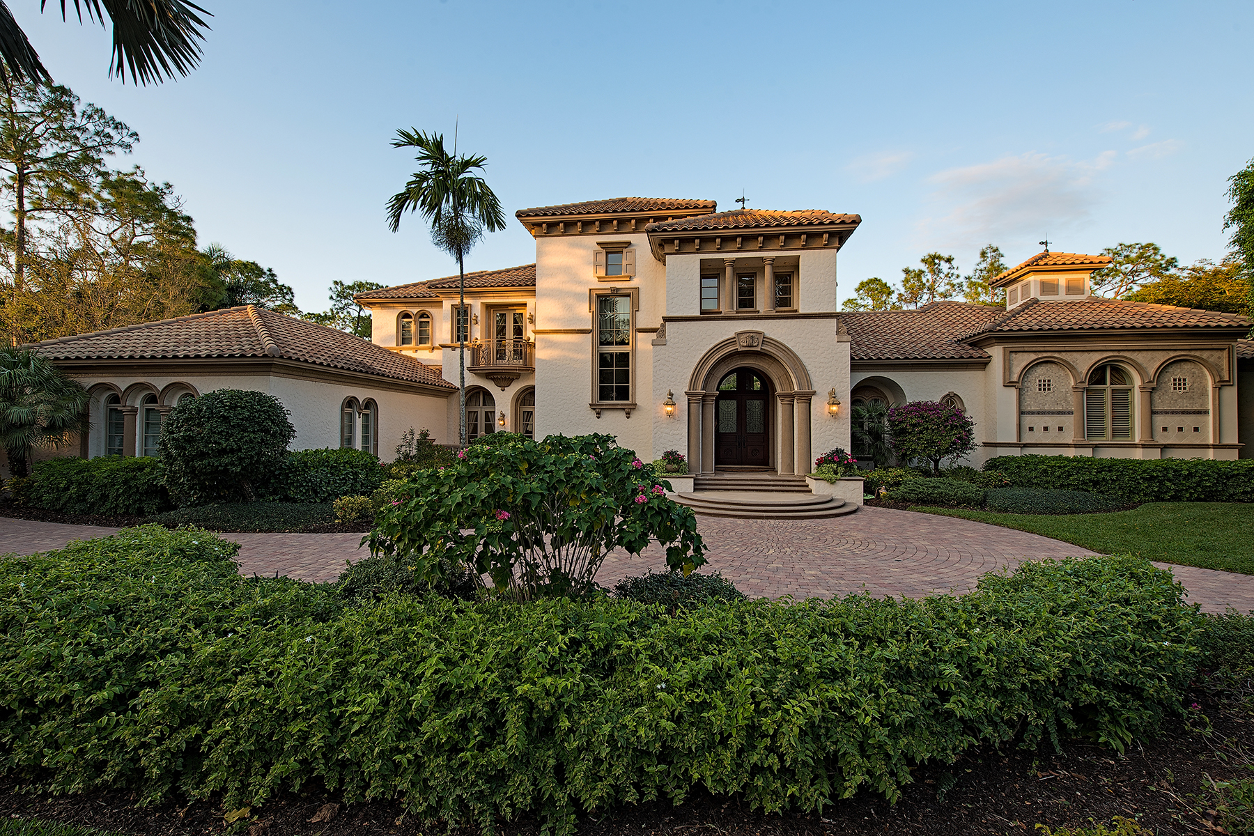 Casa Unifamiliar por un Alquiler en QUAIL WEST - QUAIL WEST 6529 Highcroft Dr Naples, Florida 34119 Estados Unidos