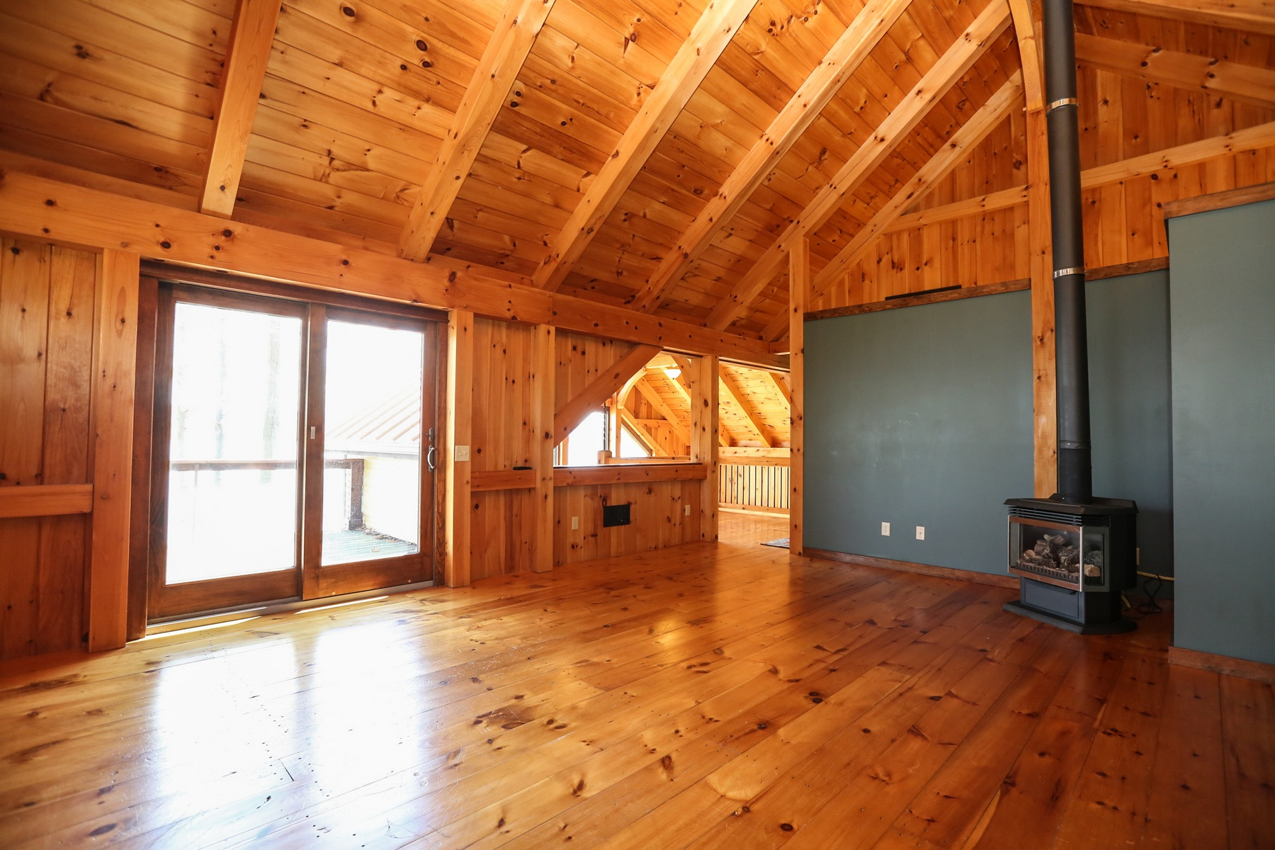 Additional photo for property listing at Spectacular Timber Frame on Seneca  Lake 4572  Lakeview Rd Dundee, New York 14837 Usa