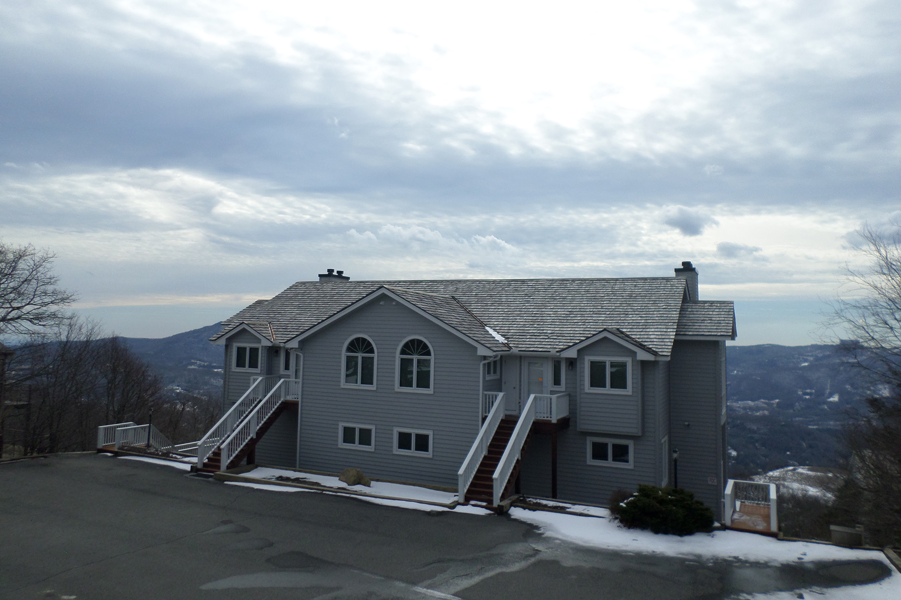 共管式独立产权公寓 为 销售 在 BEECH MOUNTAIN - SOUTHCREST CONDOMINIUMS 510 Elderberry Ridge Rd Beech Mountain, 北卡罗来纳州, 28604 美国