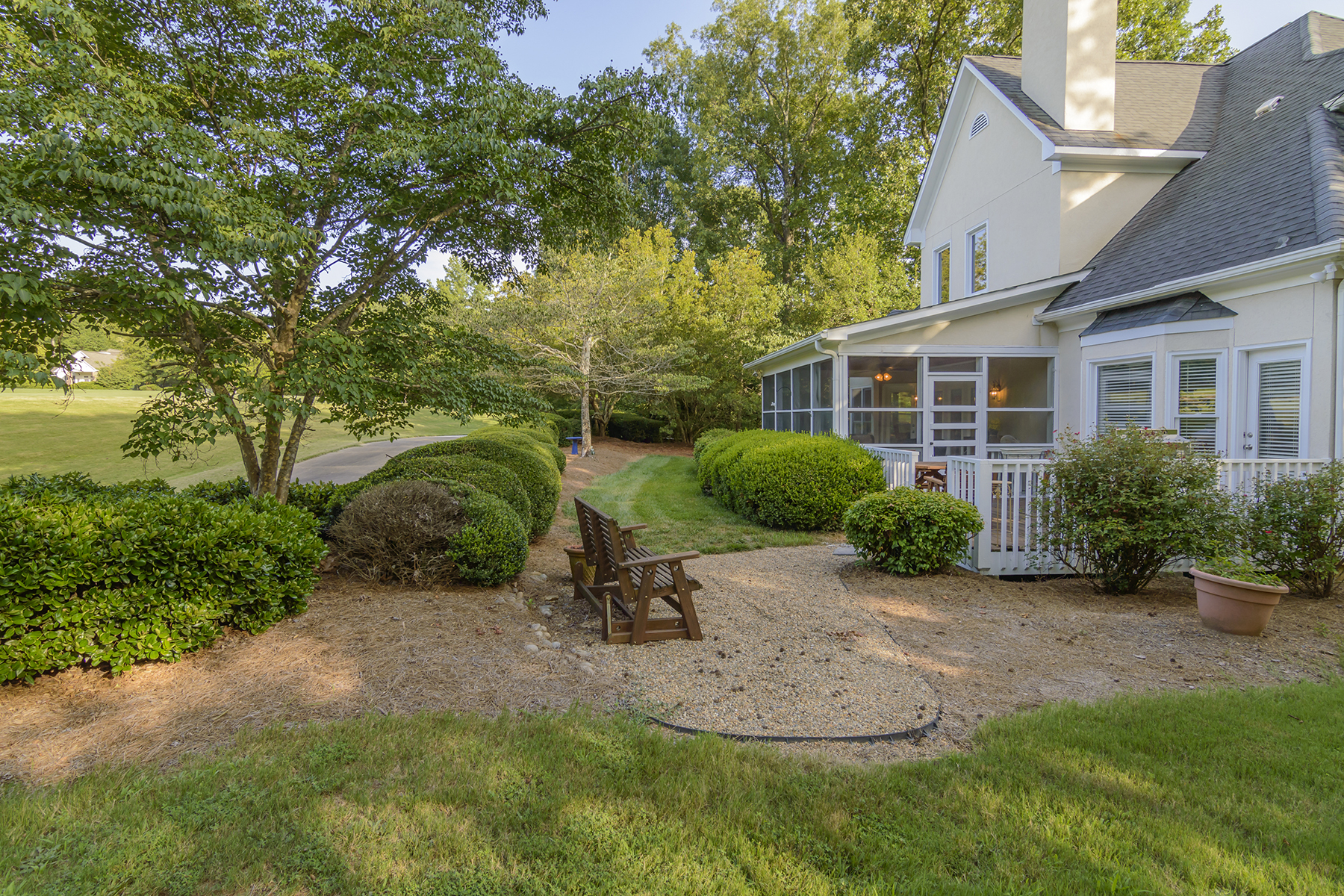 Additional photo for property listing at UWHARRIE POINT 288  Millingport Ln,  New London, North Carolina 28127 United States