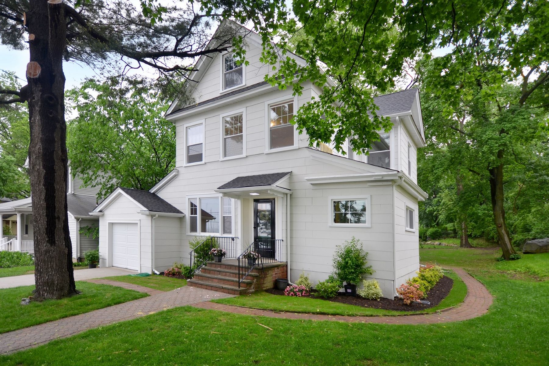 Single Family Home for Sale at 458 Main St , Port Washington, NY 11050 458 Main St, Port Washington, New York, 11050 United States