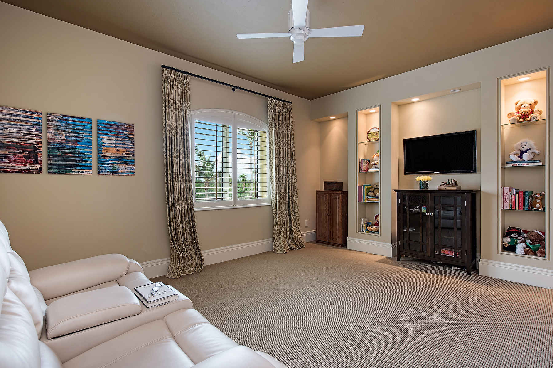 Additional photo for property listing at PELICAN AY - WINDSOR AT BAY COLONY 8477  Bay Colony Dr 301,  Naples, Florida 34108 United States
