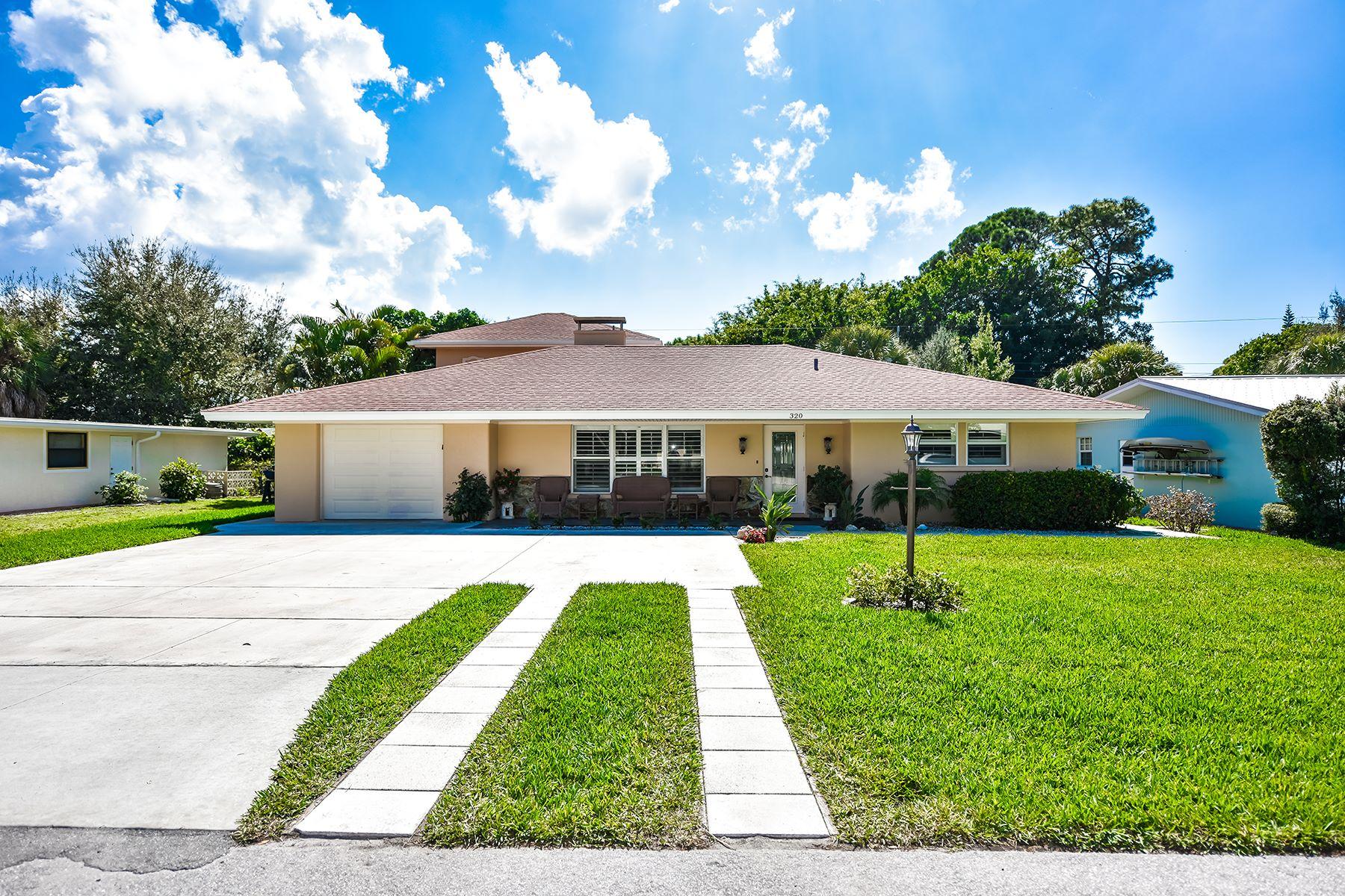 Частный односемейный дом для того Продажа на BEACH MANOR 320 Alba St E Venice, Флорида, 34285 Соединенные Штаты
