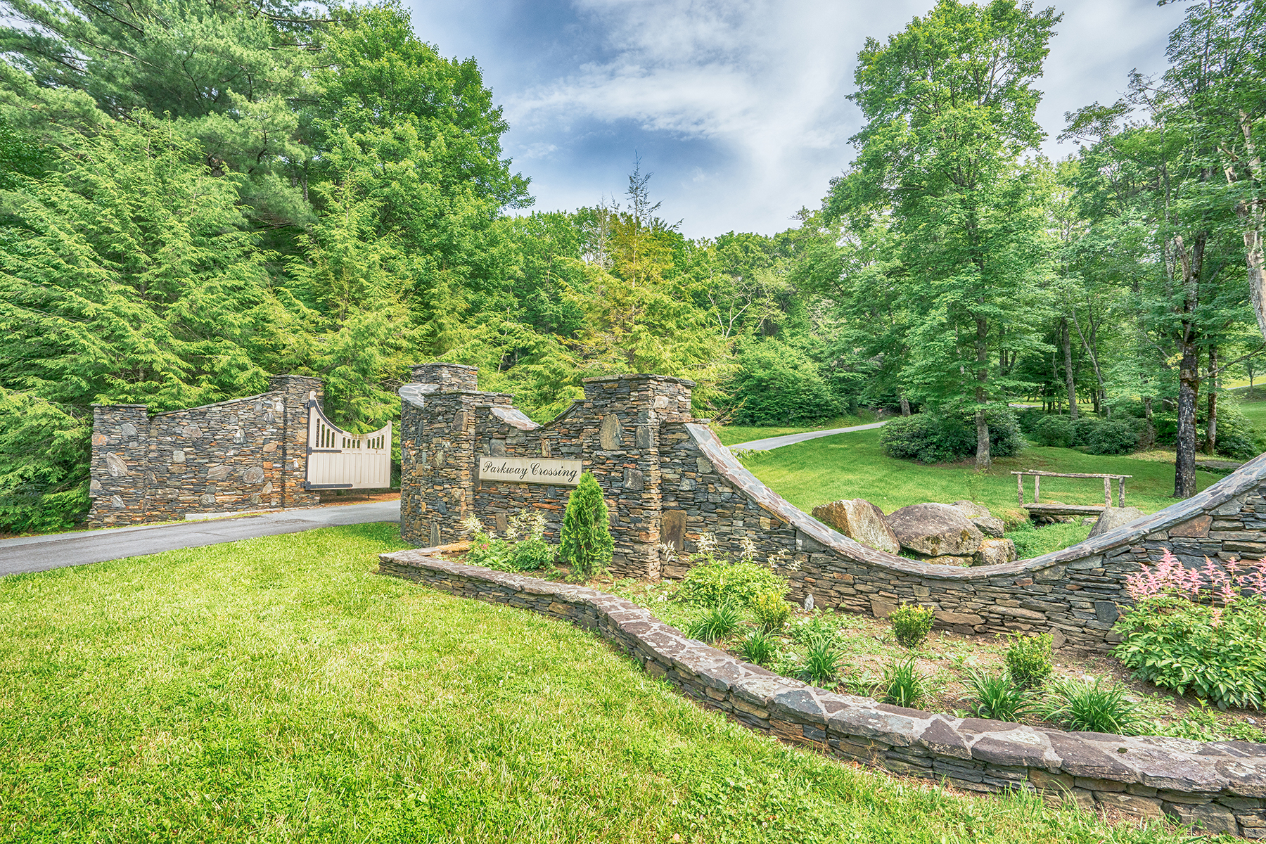 Land for Sale at BLOWING ROCK - PARKWAY CROSSING Lot 6 Cielo Rd, Blowing Rock, North Carolina, 28605 United States