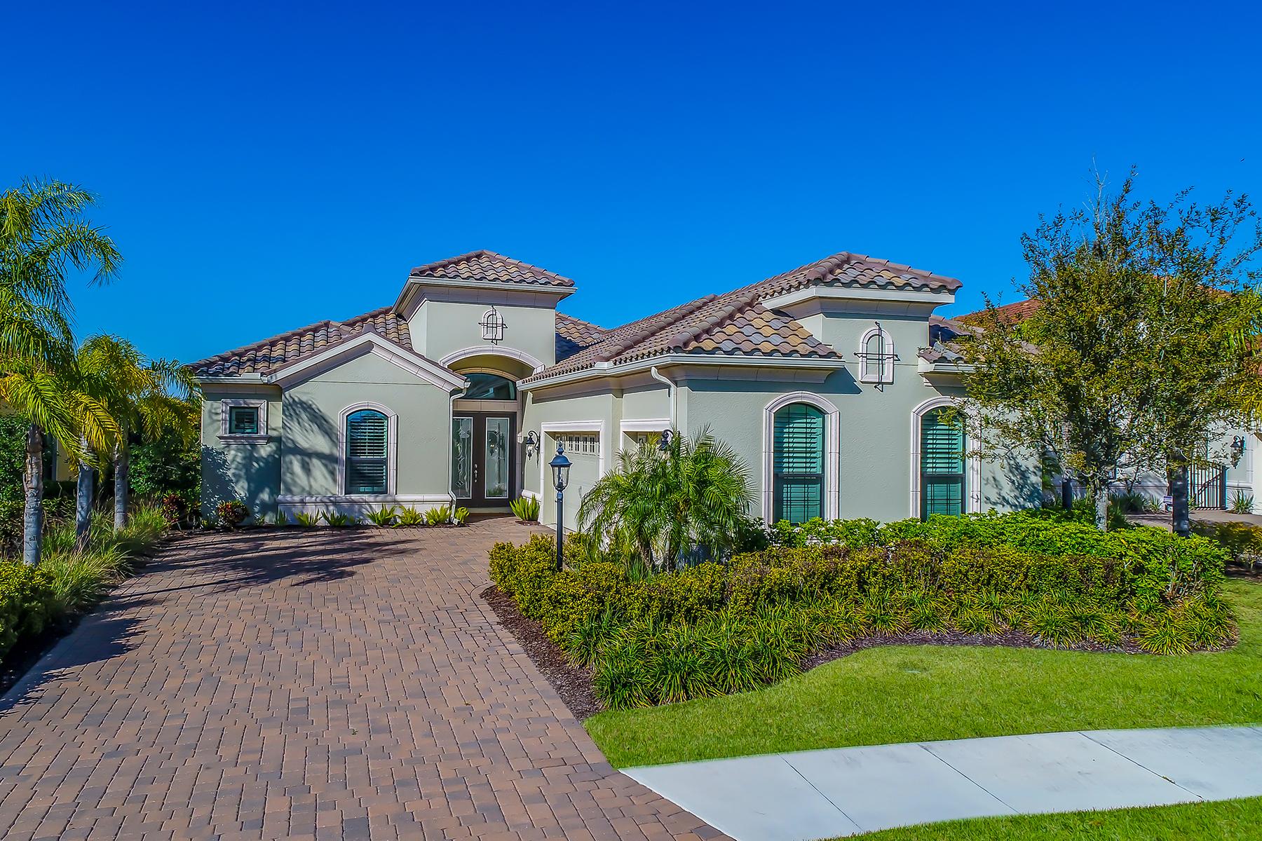 Частный односемейный дом для того Продажа на COUNTRY CLUB EAST 14639 Castle Park Terr, Lakewood Ranch, Флорида, 34202 Соединенные Штаты