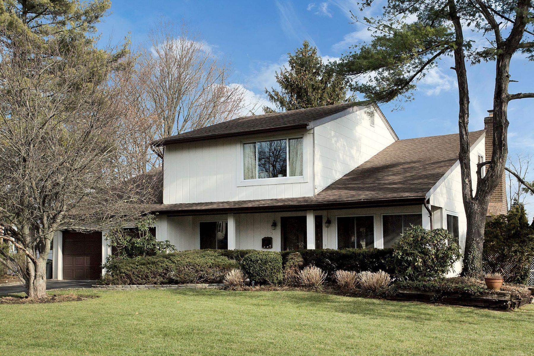 Частный односемейный дом для того Продажа на 15 Bridle Ln , Glen Cove, NY 11542 15 Bridle Ln, Glen Cove, Нью-Йорк, 11542 Соединенные Штаты