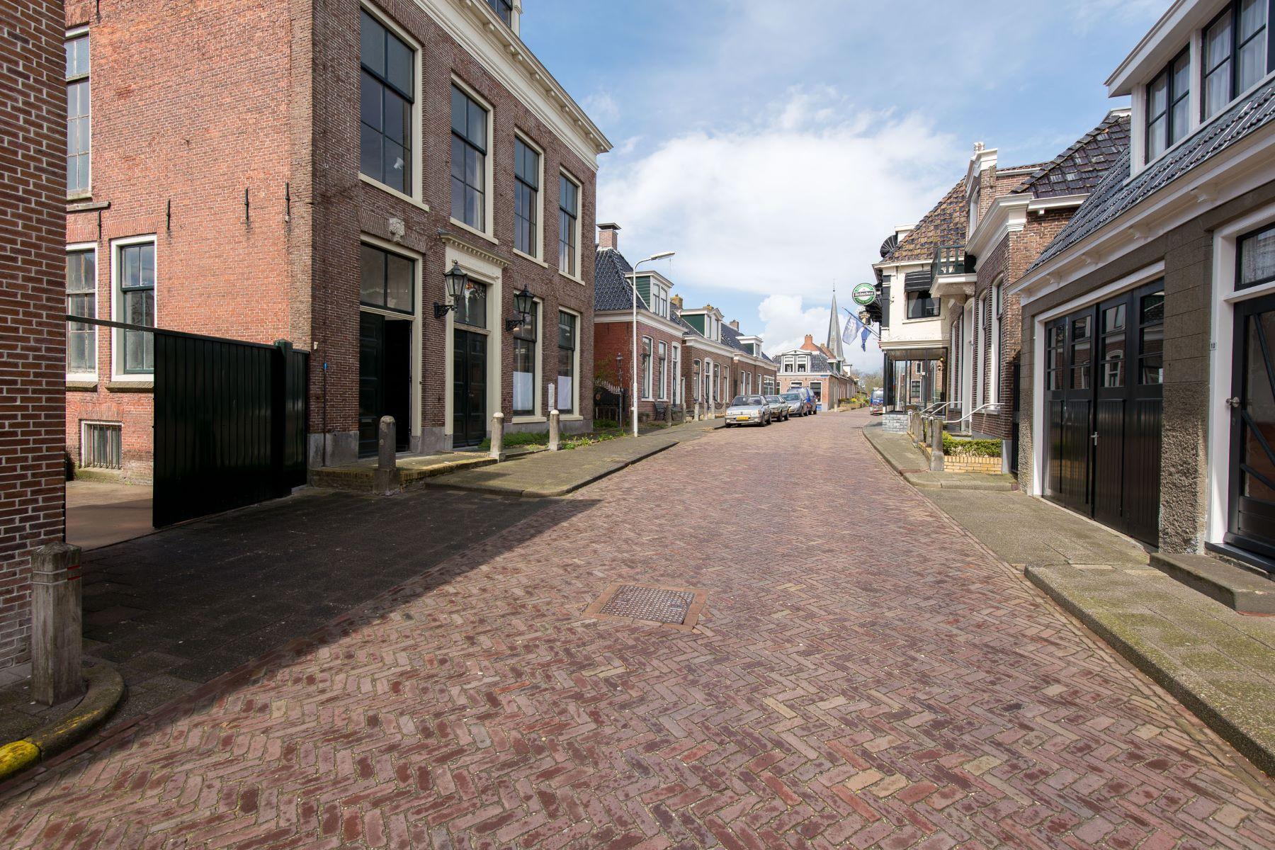 独户住宅 为 销售 在 Timeless and Monumental Townhouse Foarstrjitte 7 Holwerd, Friesland, 9151 HD 荷兰