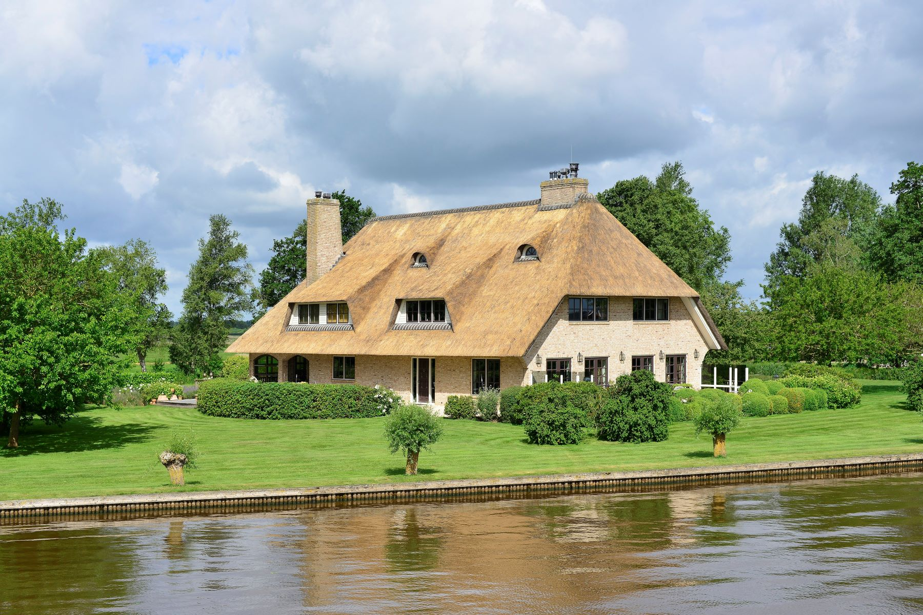 Maison unifamiliale pour l Vente à Countryhouse with thatched roof Wetering West 45 Wetering, Overijssel, 8363 TM Pays-Bas